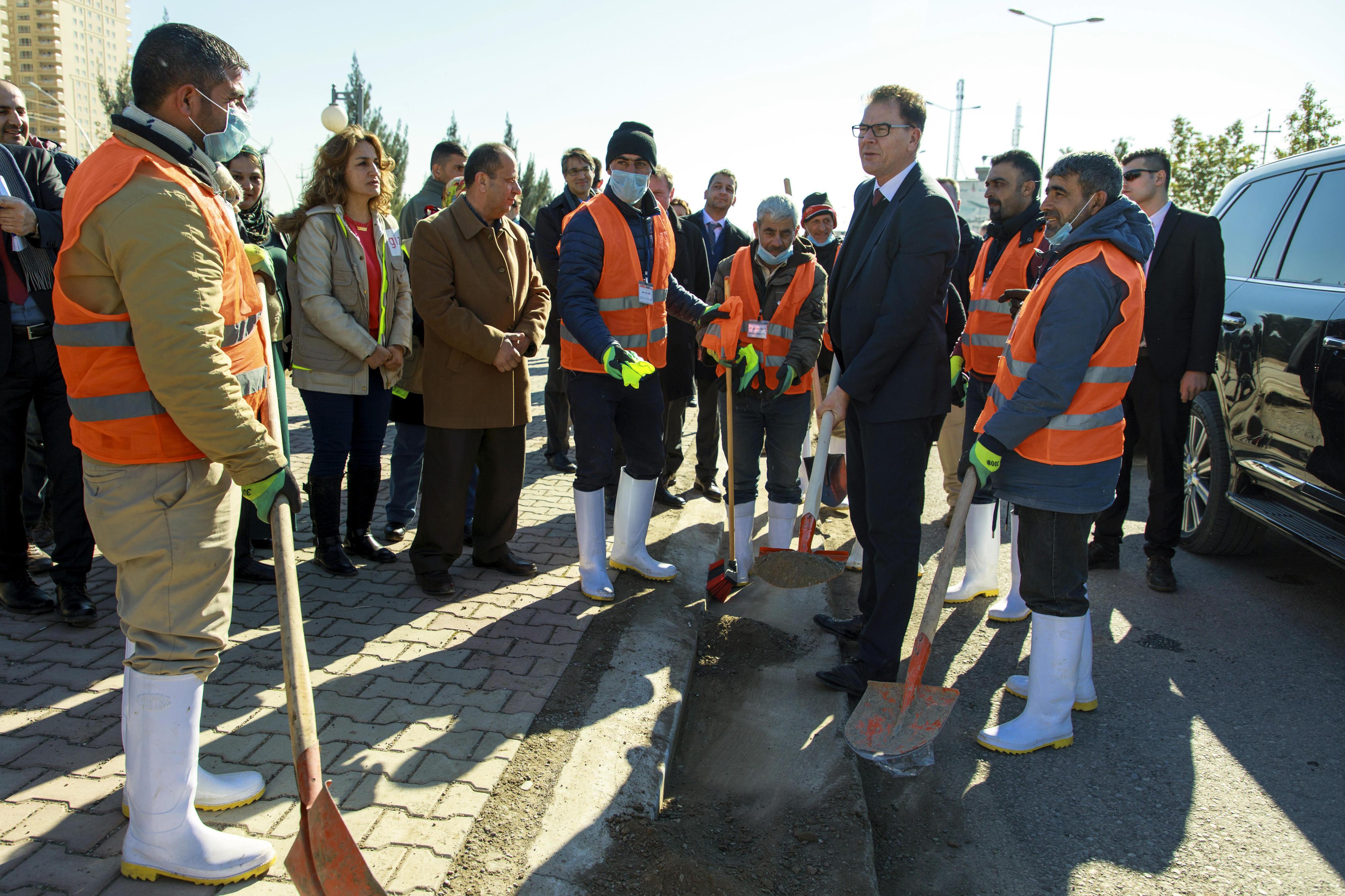 Minister Müller besucht ein Cash-for-Work-Projekt in der Region Kurdistan-Irak.