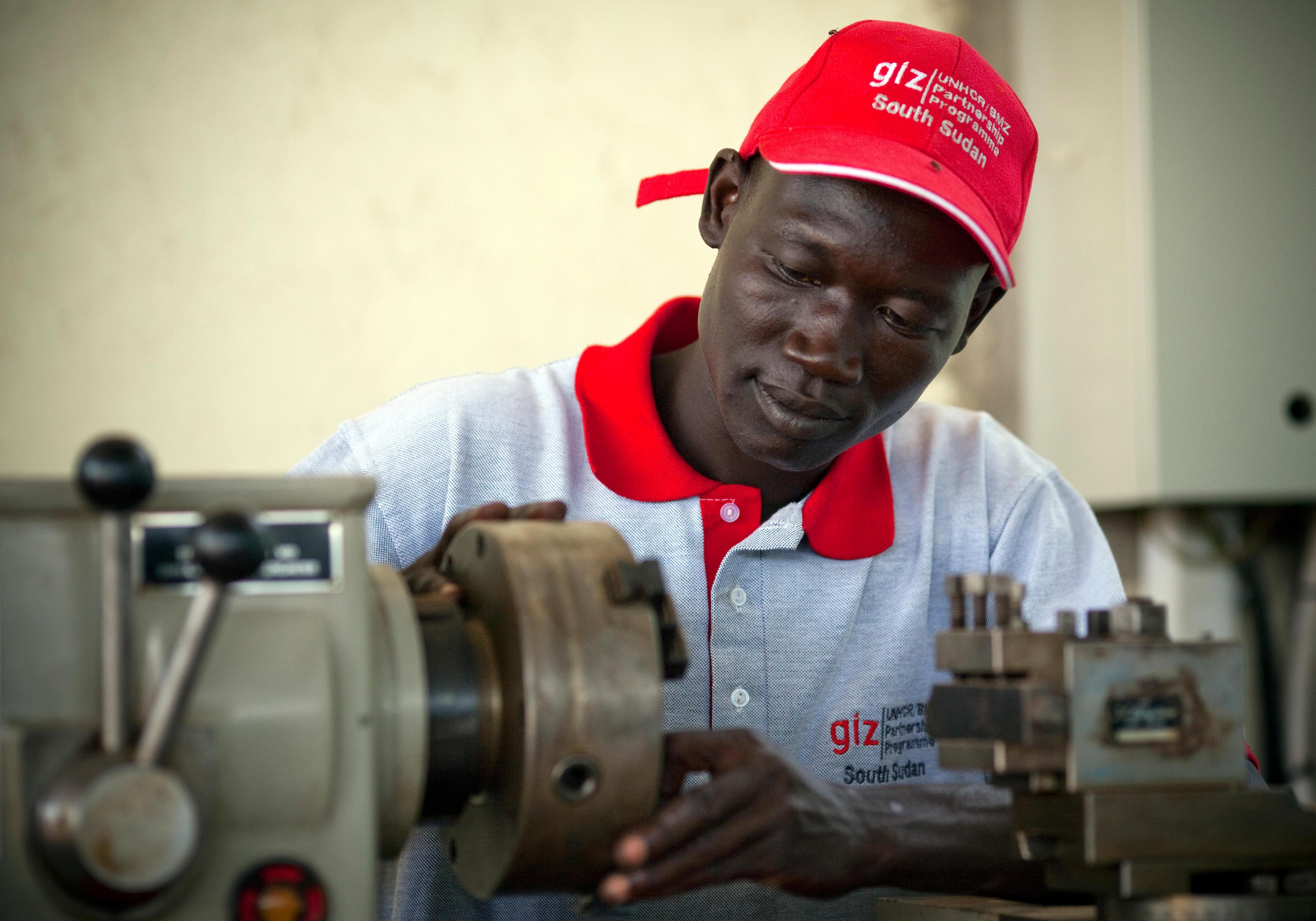 Auszubildender in einer Trainingswerkstatt im Südsudan