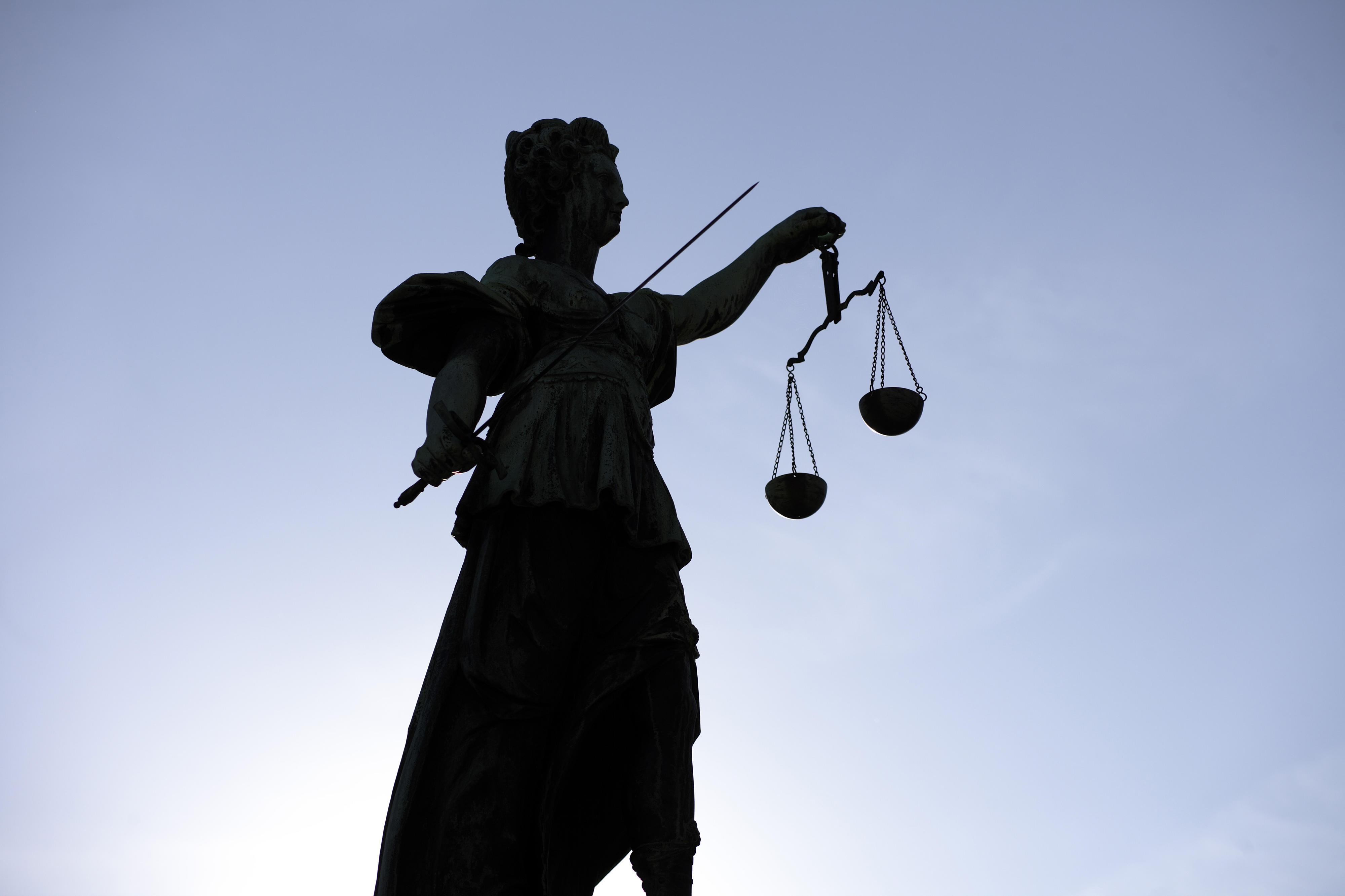 Statue der Justitia, römische Göttin der Gerechtigkeit, in Frankfurt