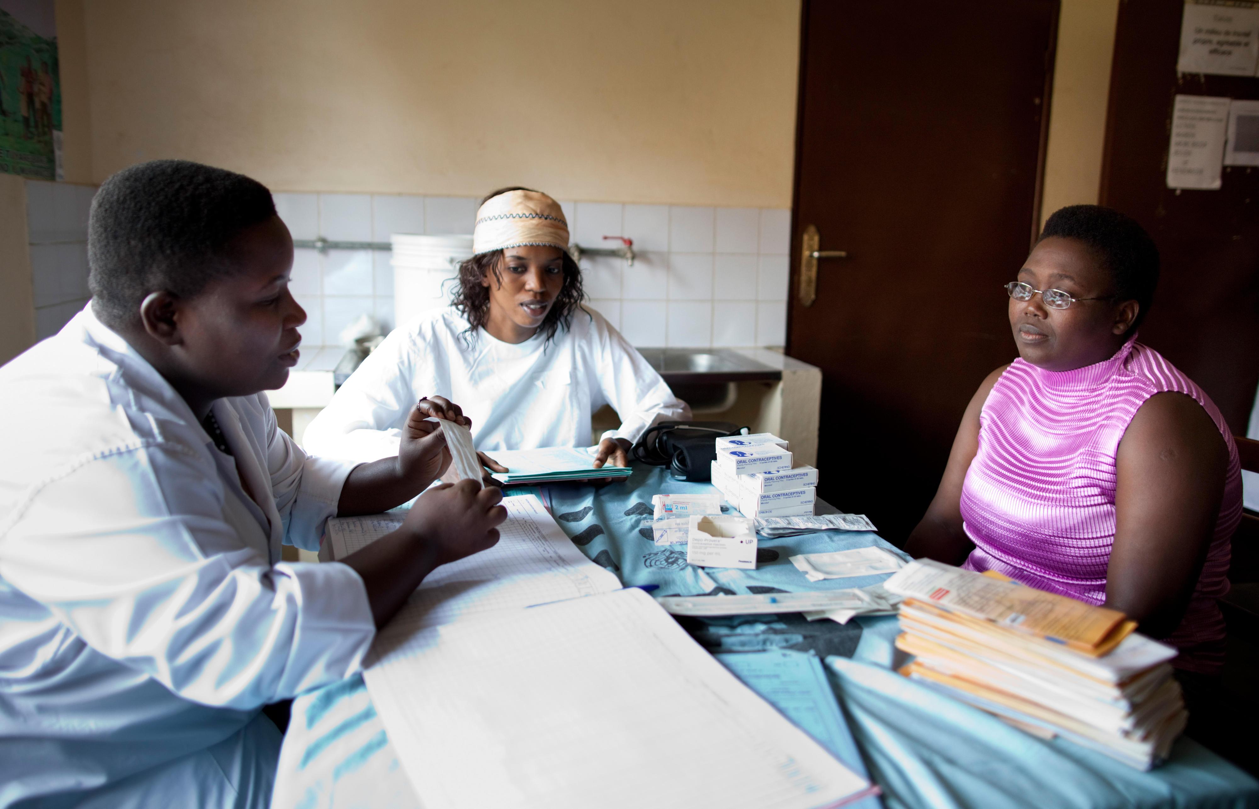 Beratung zum Thema Verhütung in einer Gesundheitsstation in Bujumbura, Burundi