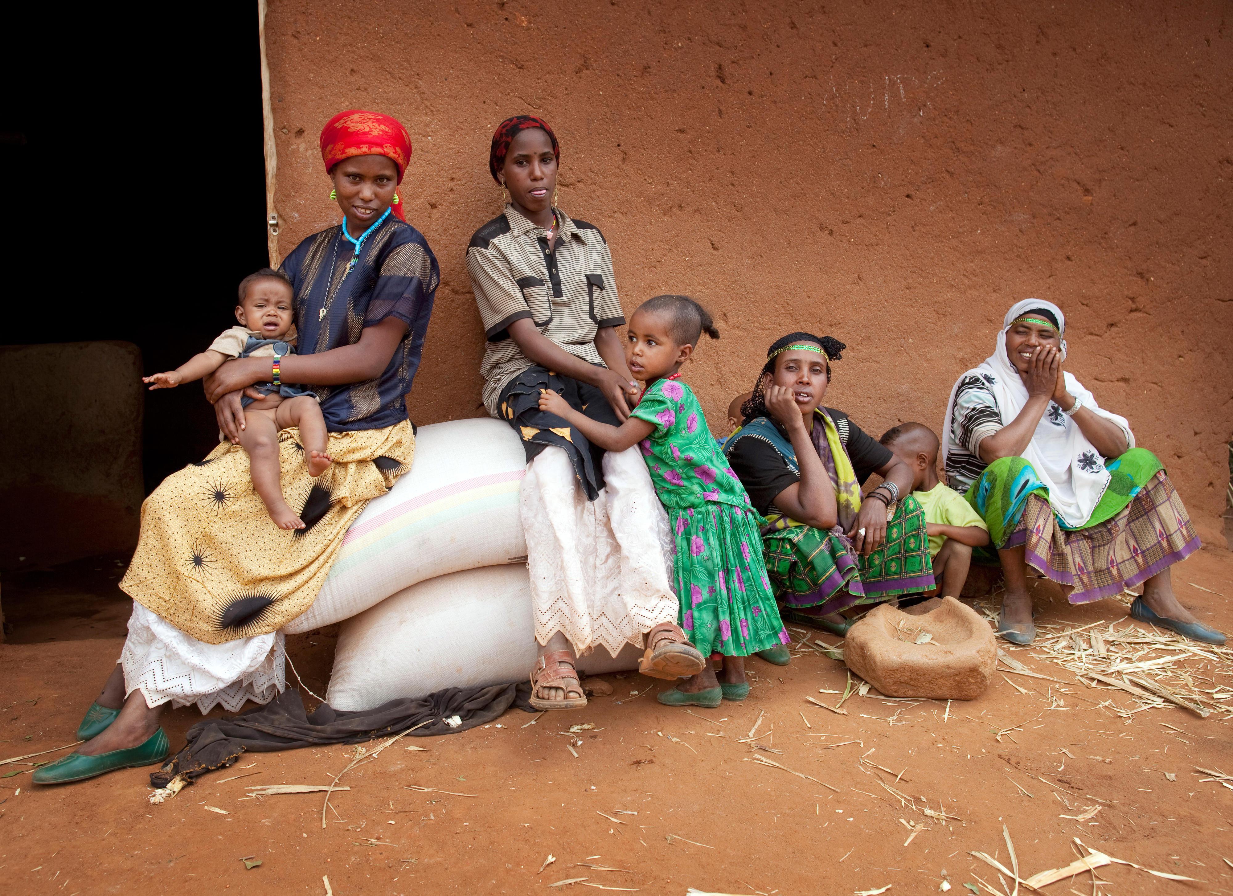 Mütter und Kinder in Abdi Buch, Ostäthiopien