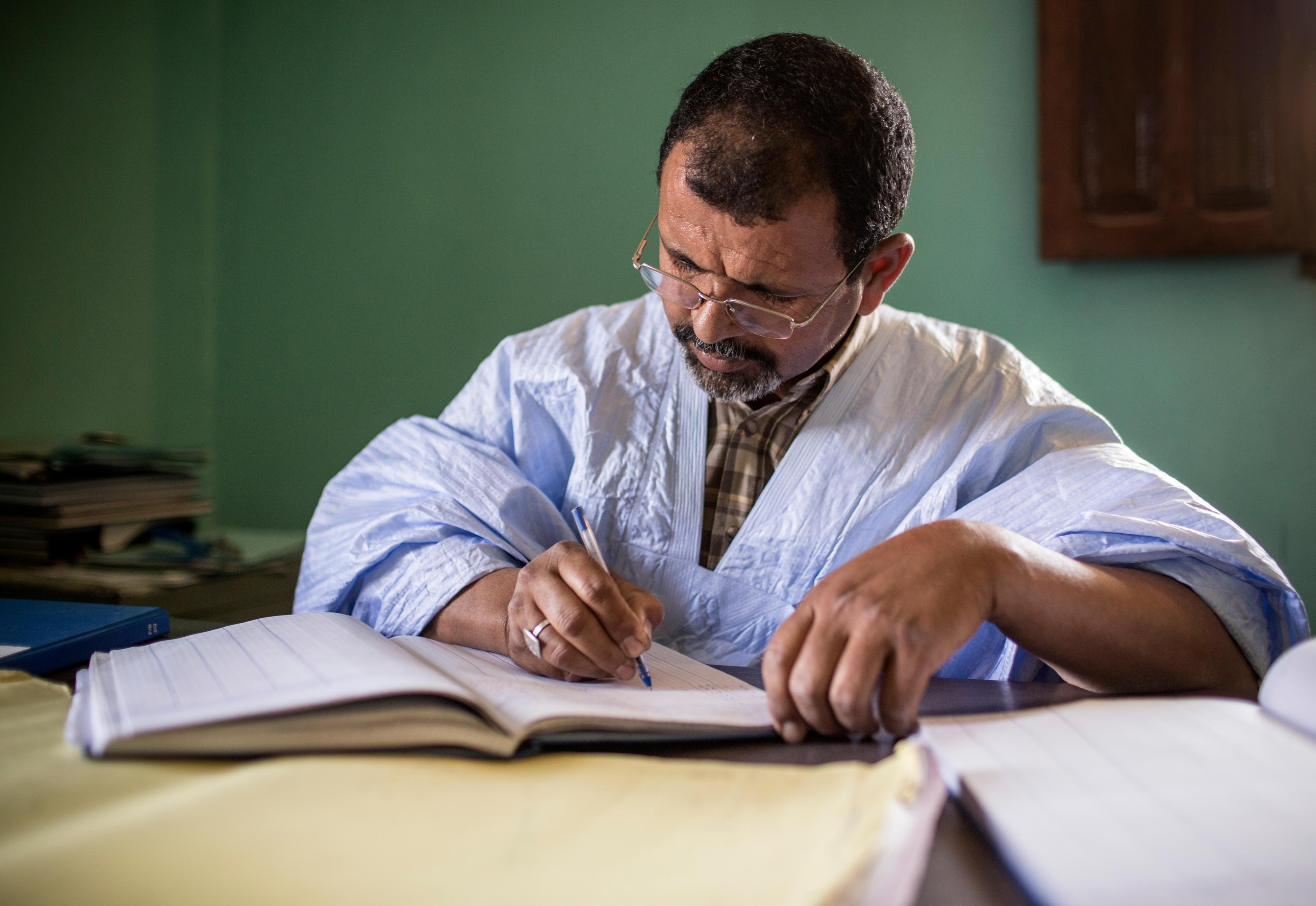 Ein Mitarbeiter der Kommunalverwaltung in Ouad Naga, Mauretanien