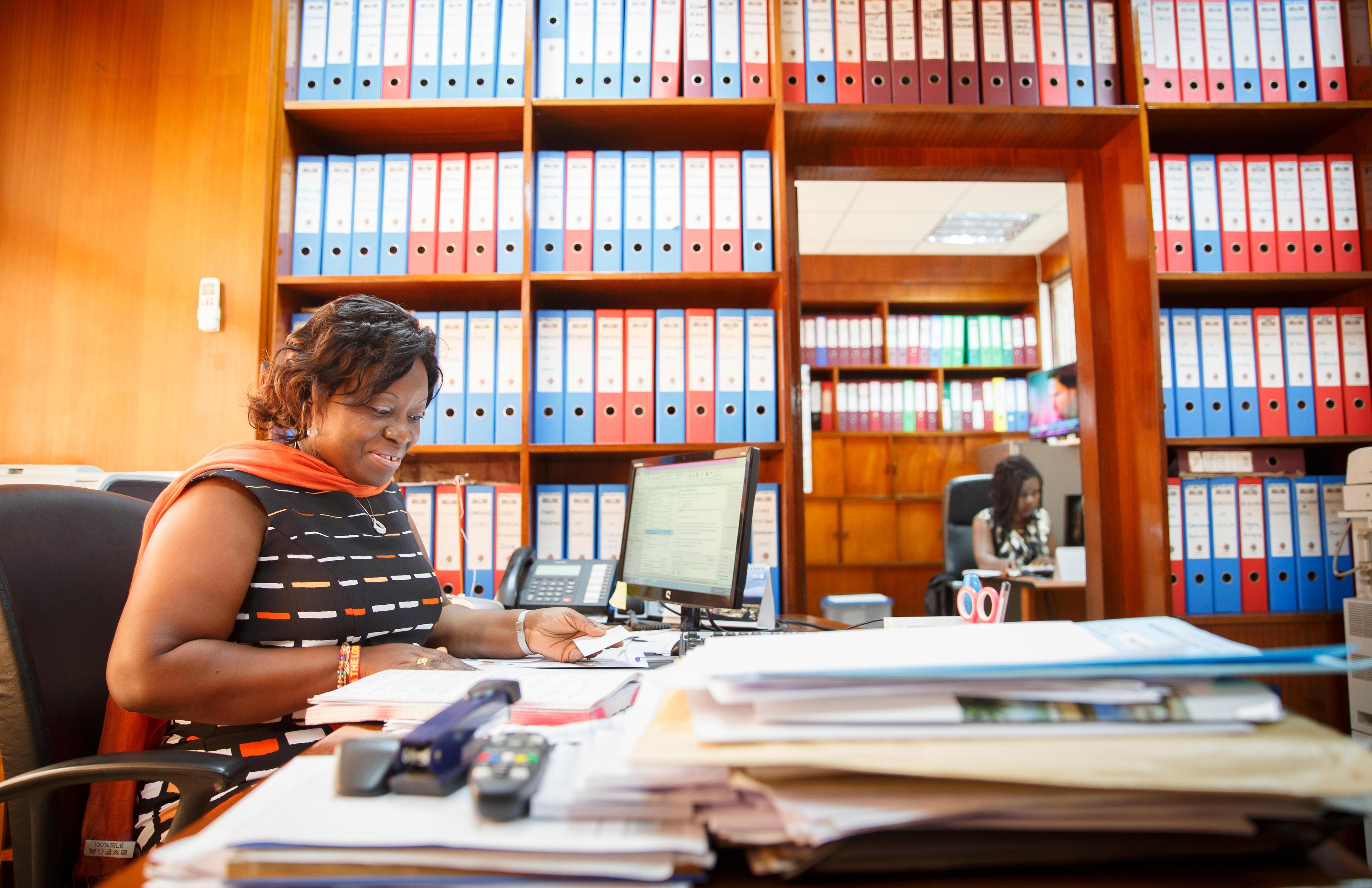 Angestellte im Finanzministerium in Accra, Ghana
