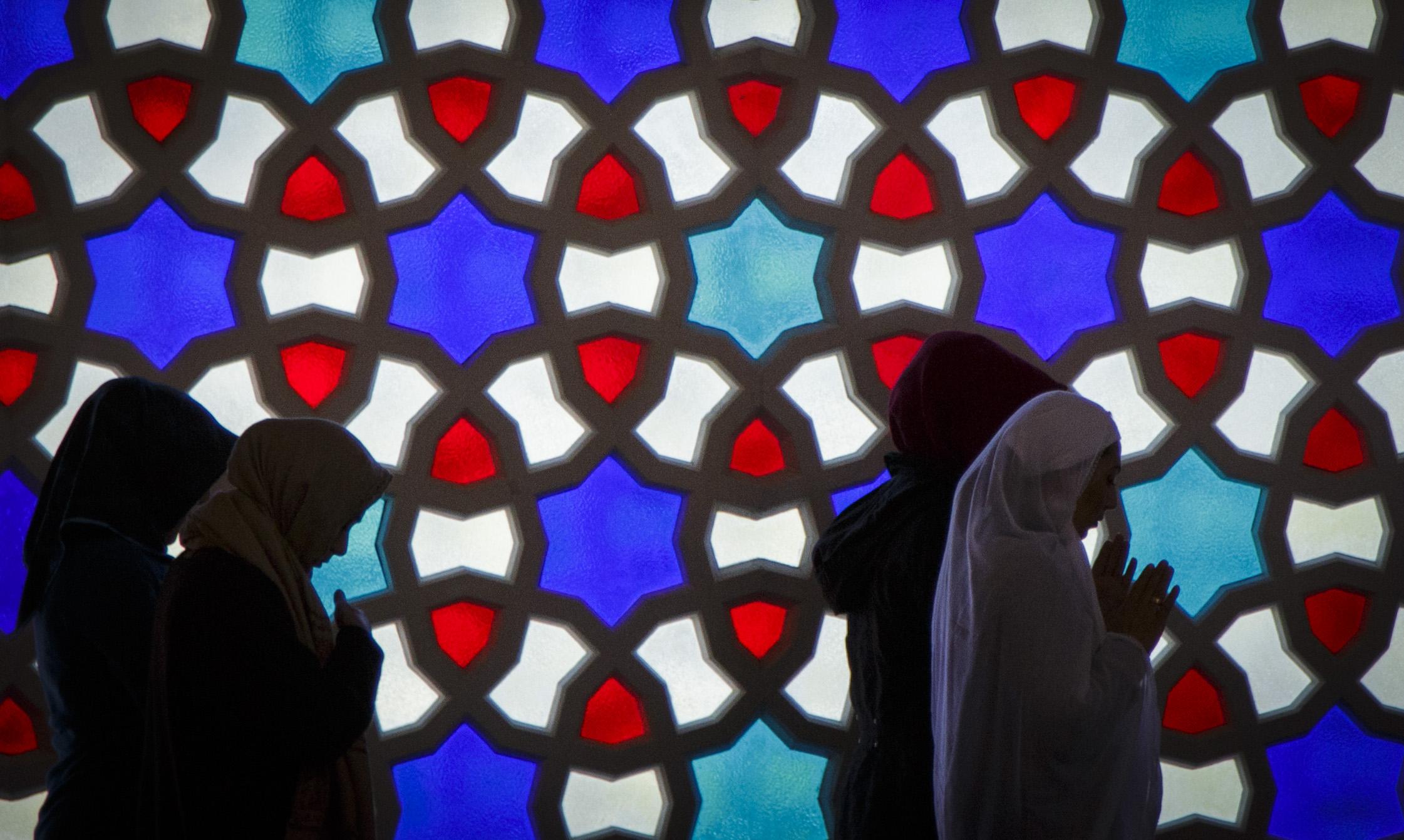 Frauen beim Mittagsgebet in der Sehitlik Moschee in Berlin-Neukölln