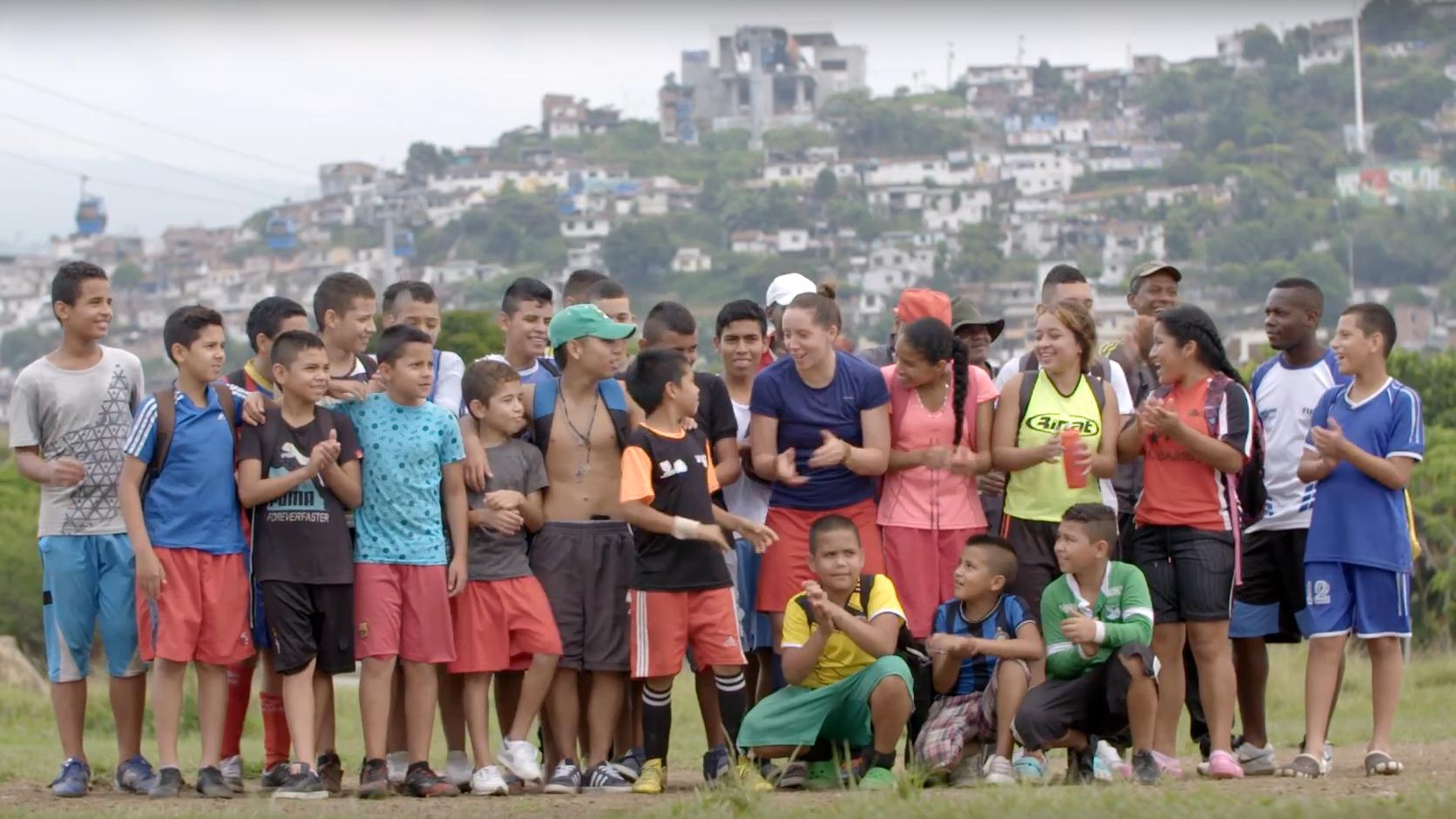 """Standbild aus dem Video """"Deutsch-Kolumbianischer Freundeskreis fördert das Projekt Sport gegen Gewalt"""""""