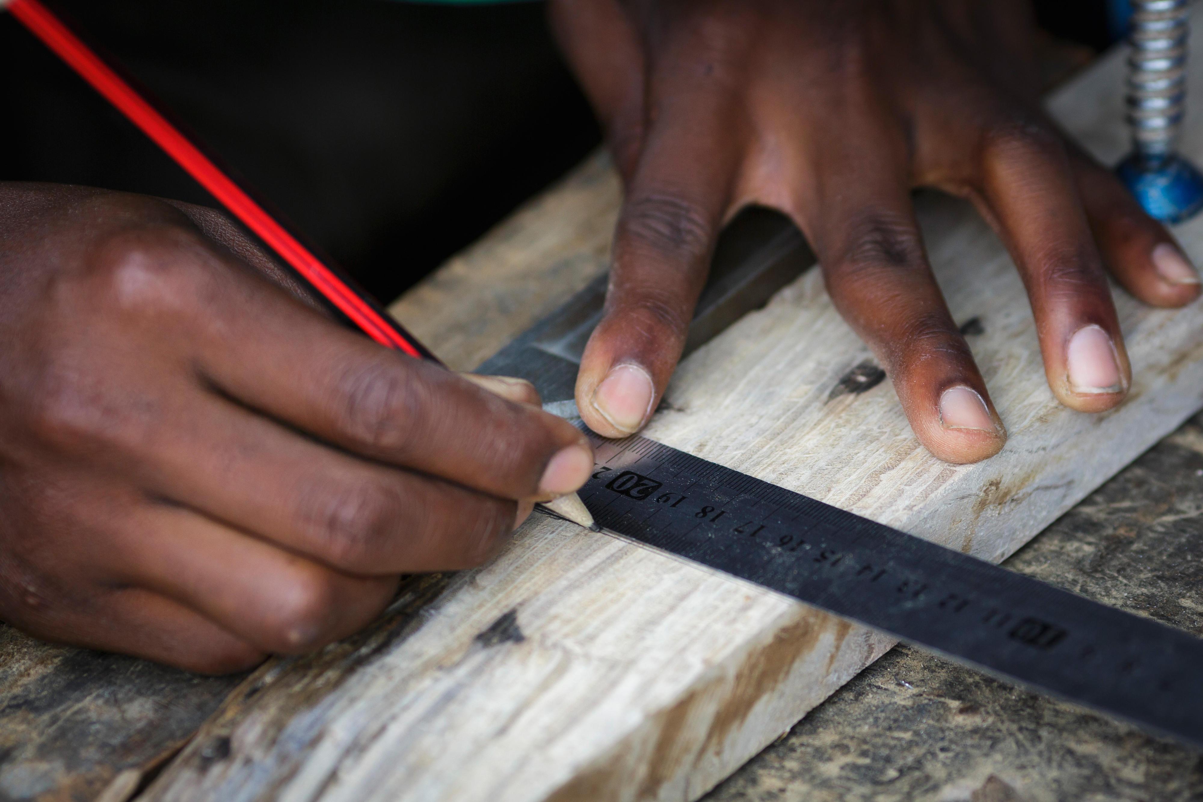 Ausbildung zum Tischler in der Berufsschule Young Africa in Beira, Mosambik