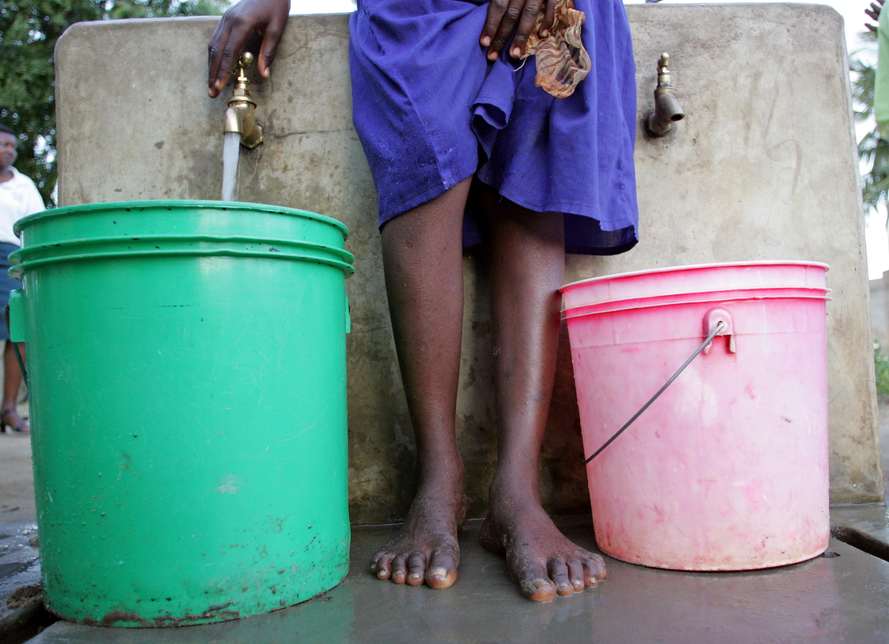 Öffentliche Wasserstelle in Tansania