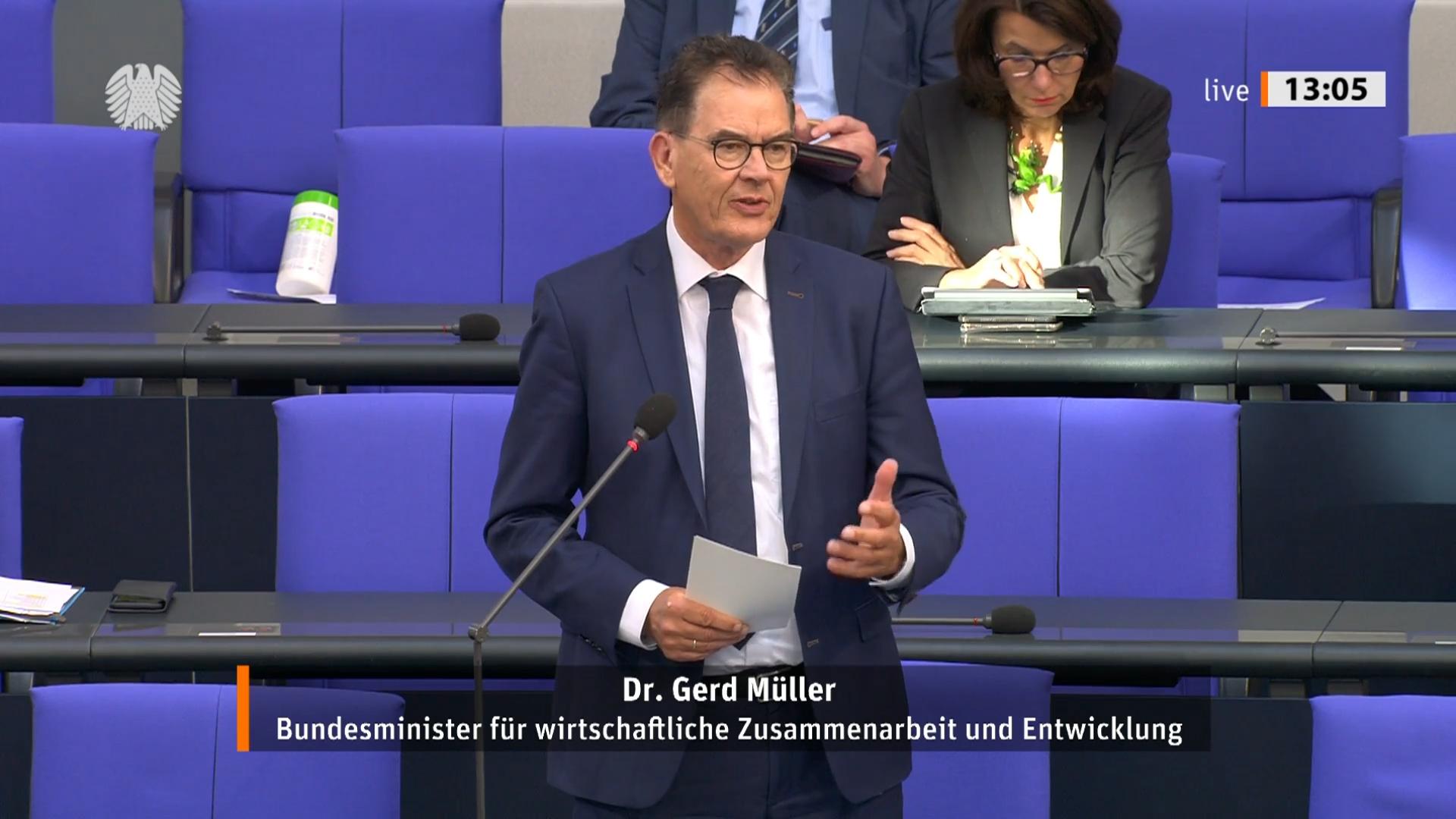 Bundesentwicklungsminister Gerd Müller bei der Regierungsbefragung im Deutschen Bundestag am 27.052020