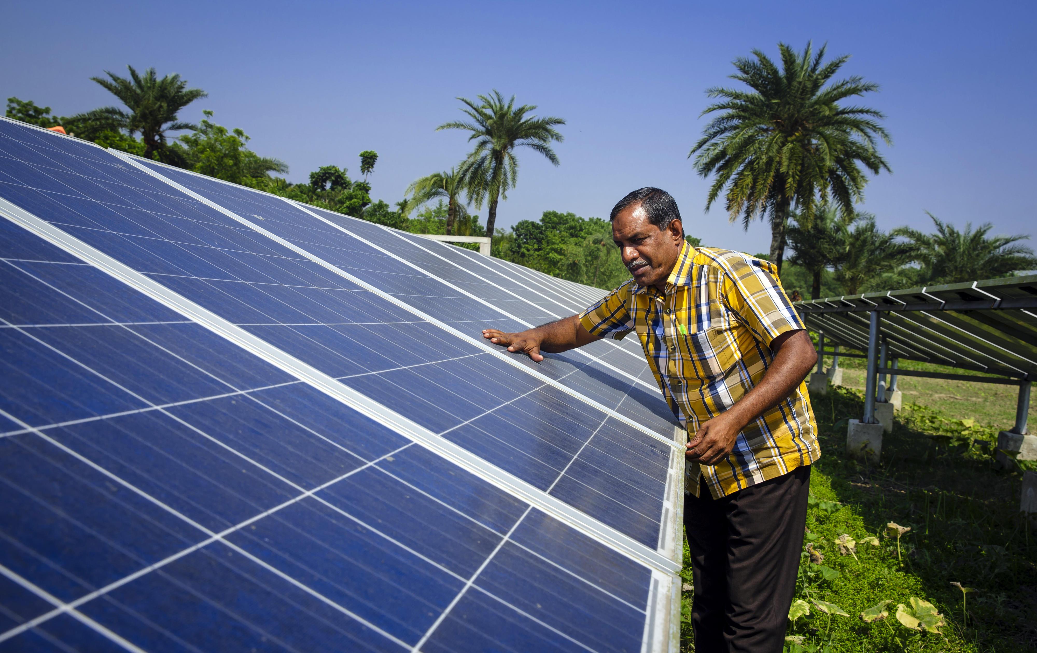 Solaranlage, die eine Grundwasserpumpe betreibt.