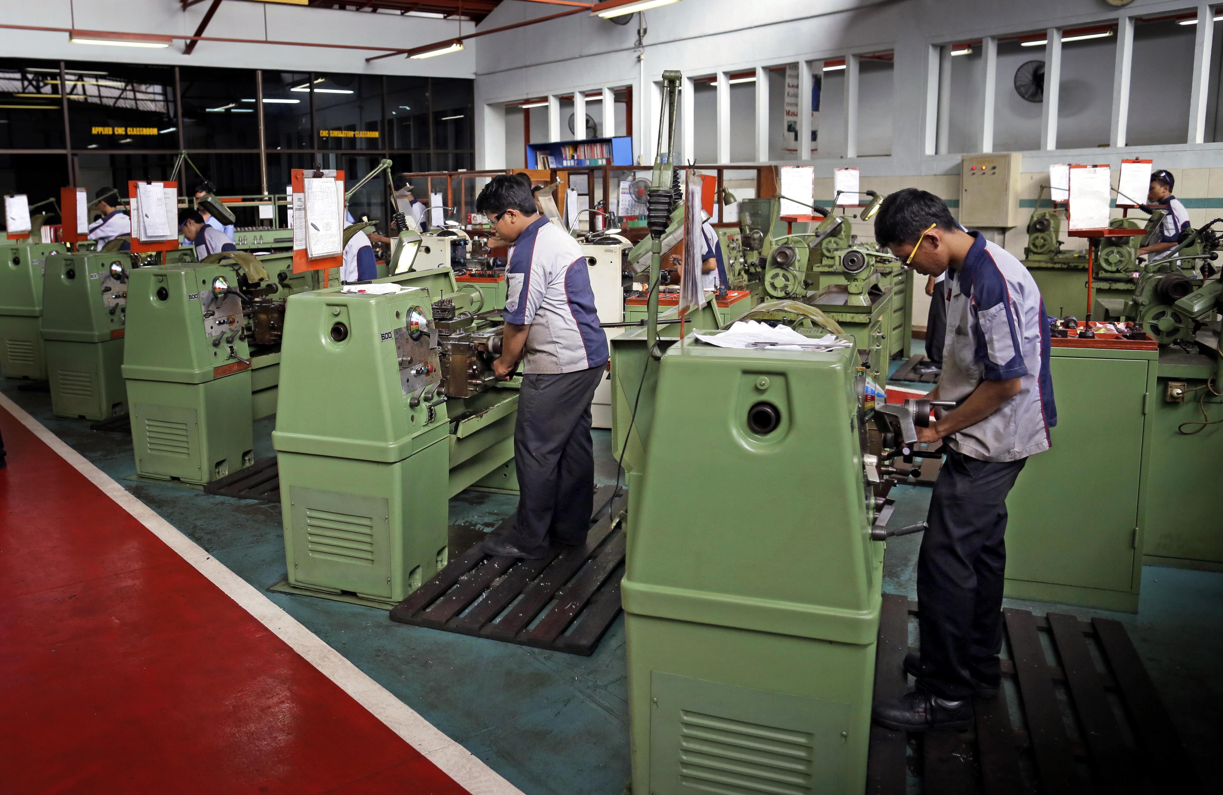 Berufsschule für Industriemechanik ATMI in Solo in Indonesien. Hier werden rund 450 Schüler in verschiedenen Bereichen ausgebildet, wie zum Beispiel Schweißer, Schlosser und Werkzeugmacher.