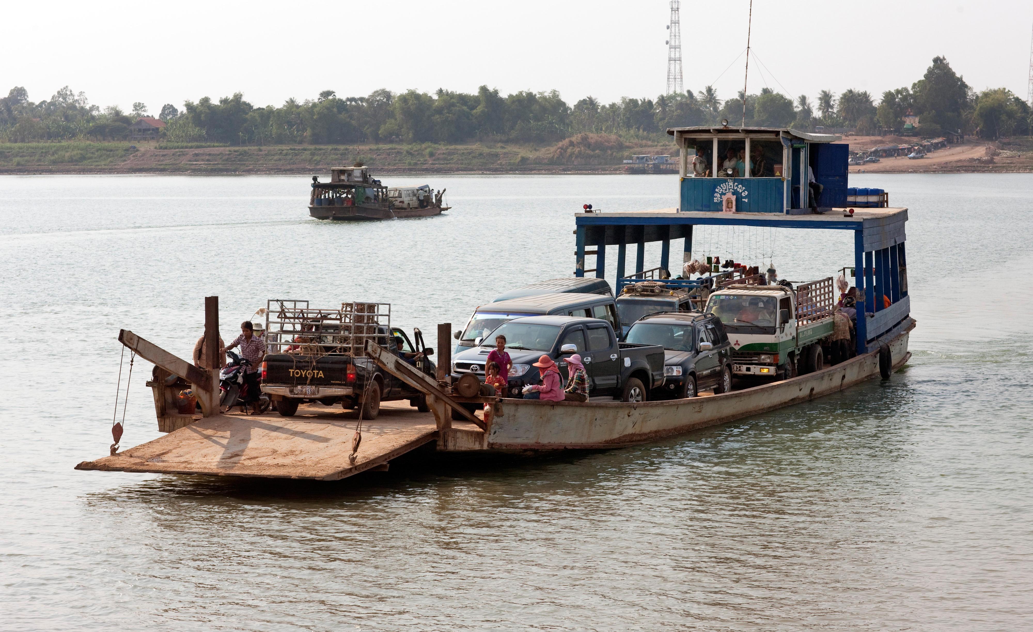 Autofähre auf dem Mekong, Kambodscha
