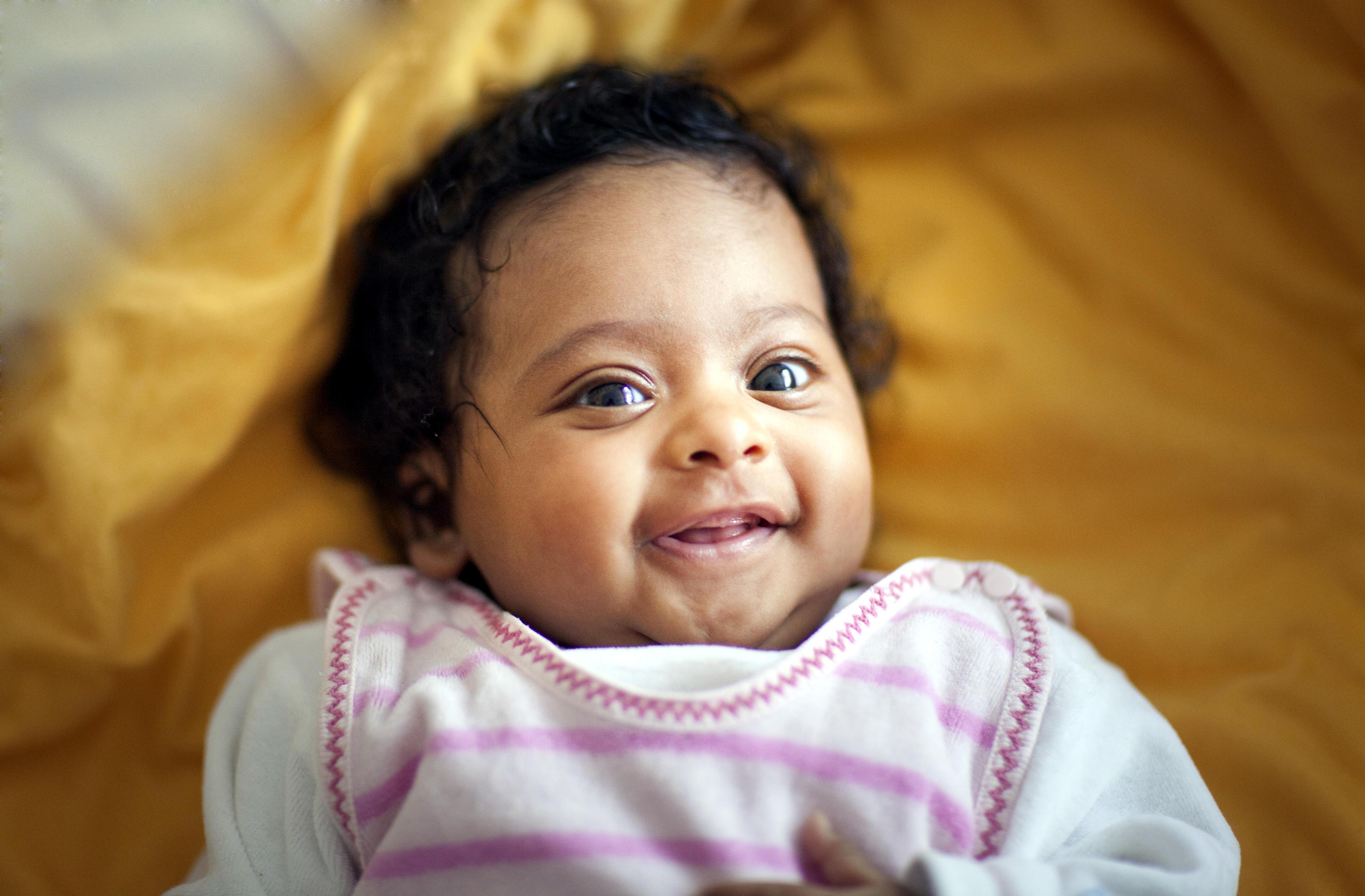 Ein Mädchen in Pakistan wird gegen Masern geimpft.