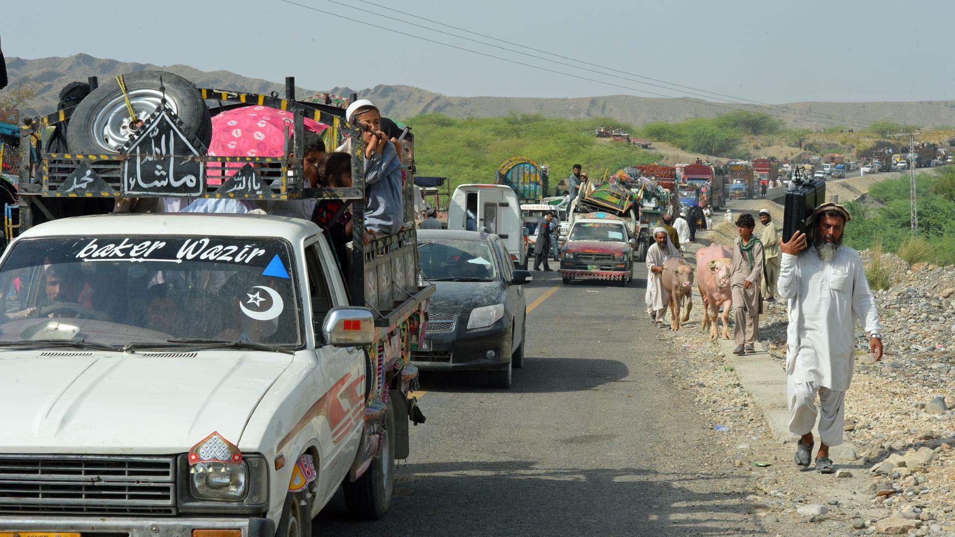 Pakistanische Vertriebene kehren in ihre Heimatdörfer zurück.