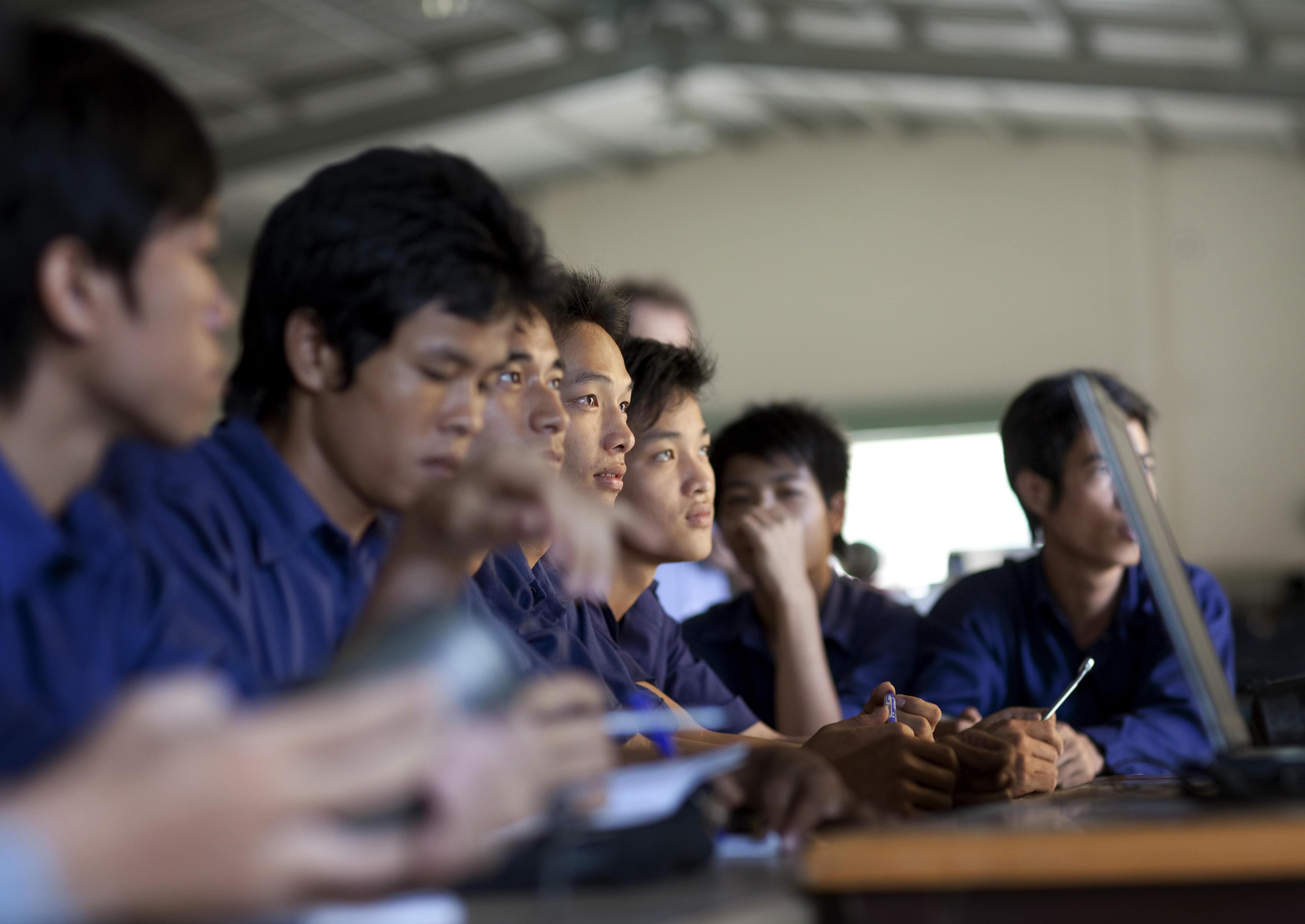 Lehrlinge in der Schweißwerkstatt in einer Berufsschule in Ho-Chi-Minh-Stadt (Saigon), Vietnam