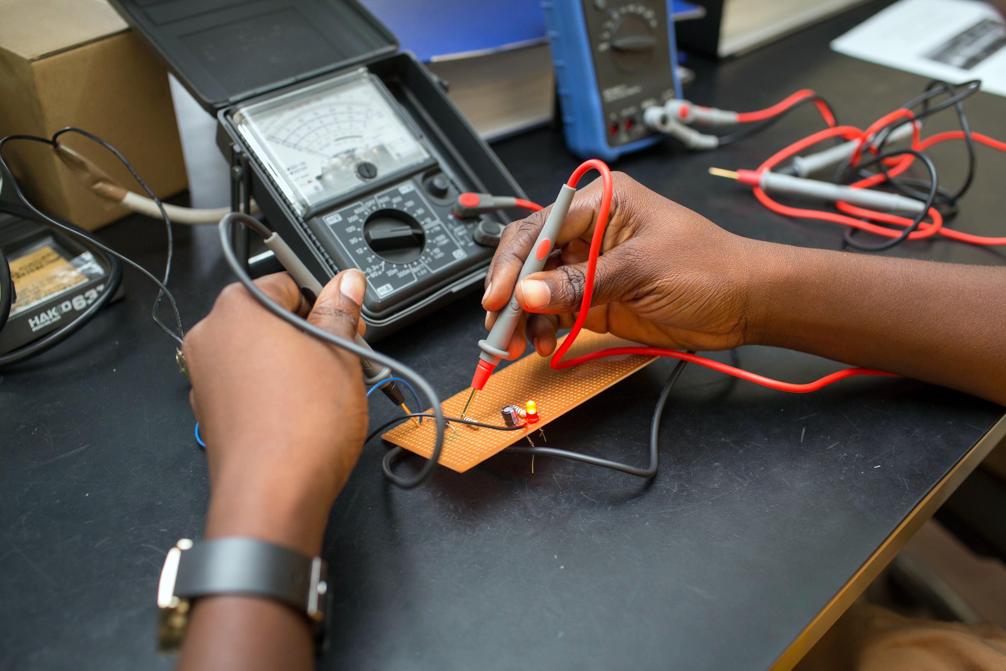 The Girls Vocational Training Institute in Accra (Ghana) trains girls in electrical engineering.