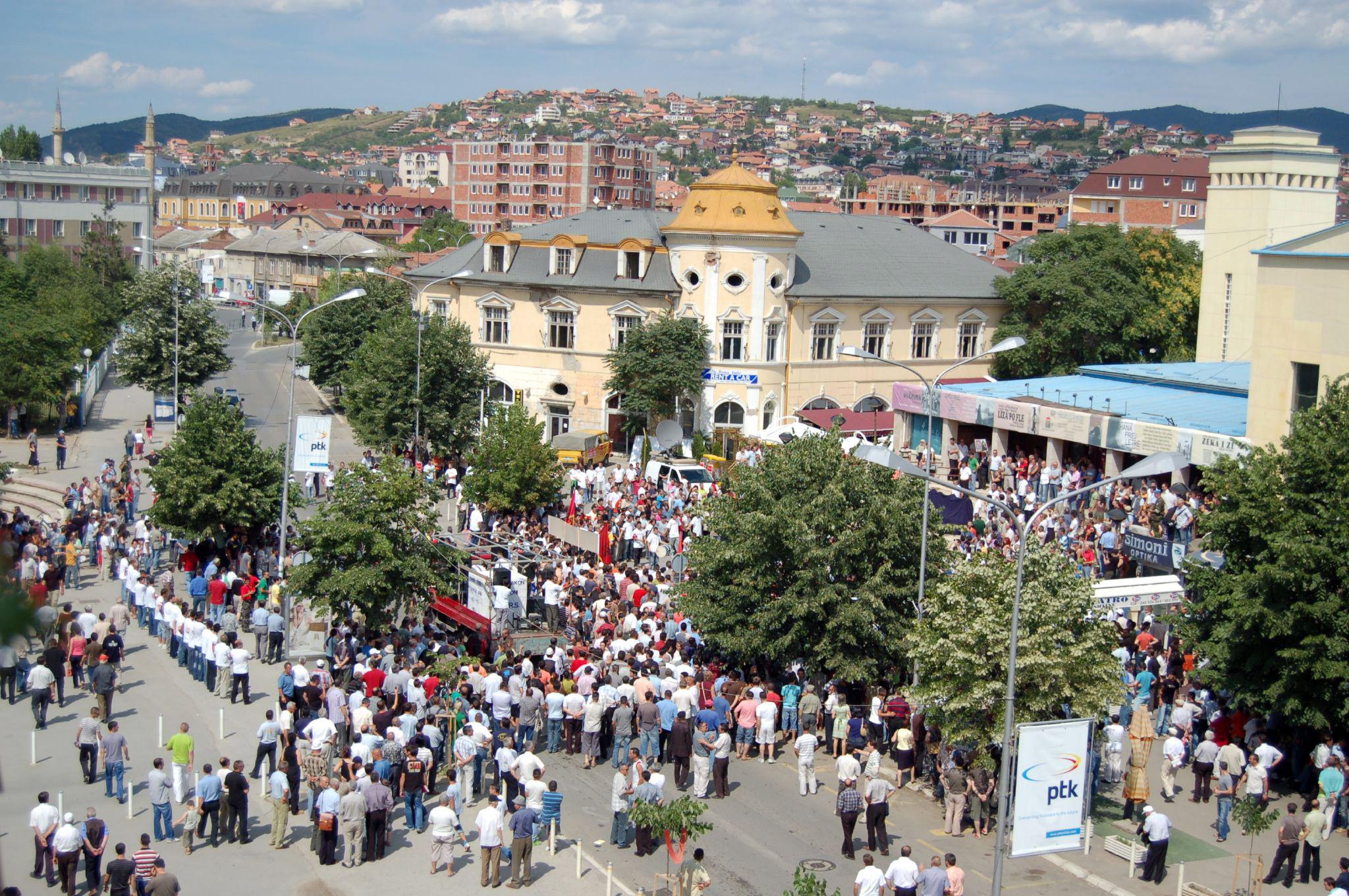 Eine Demonstration in Pristina, Kosovo