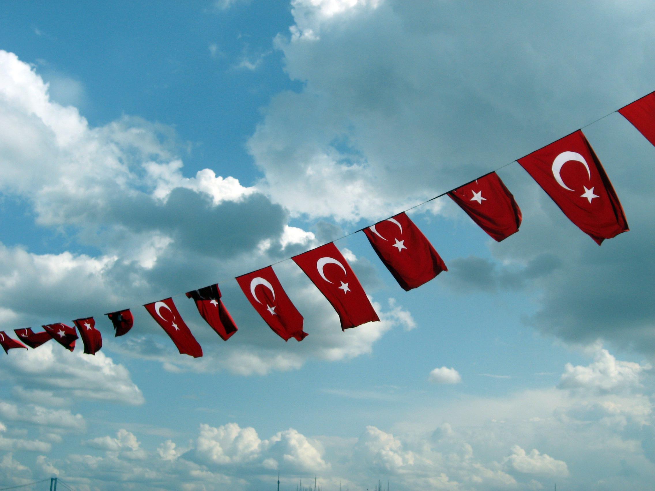 Girlande mit kleinen Fahnen der Türkei