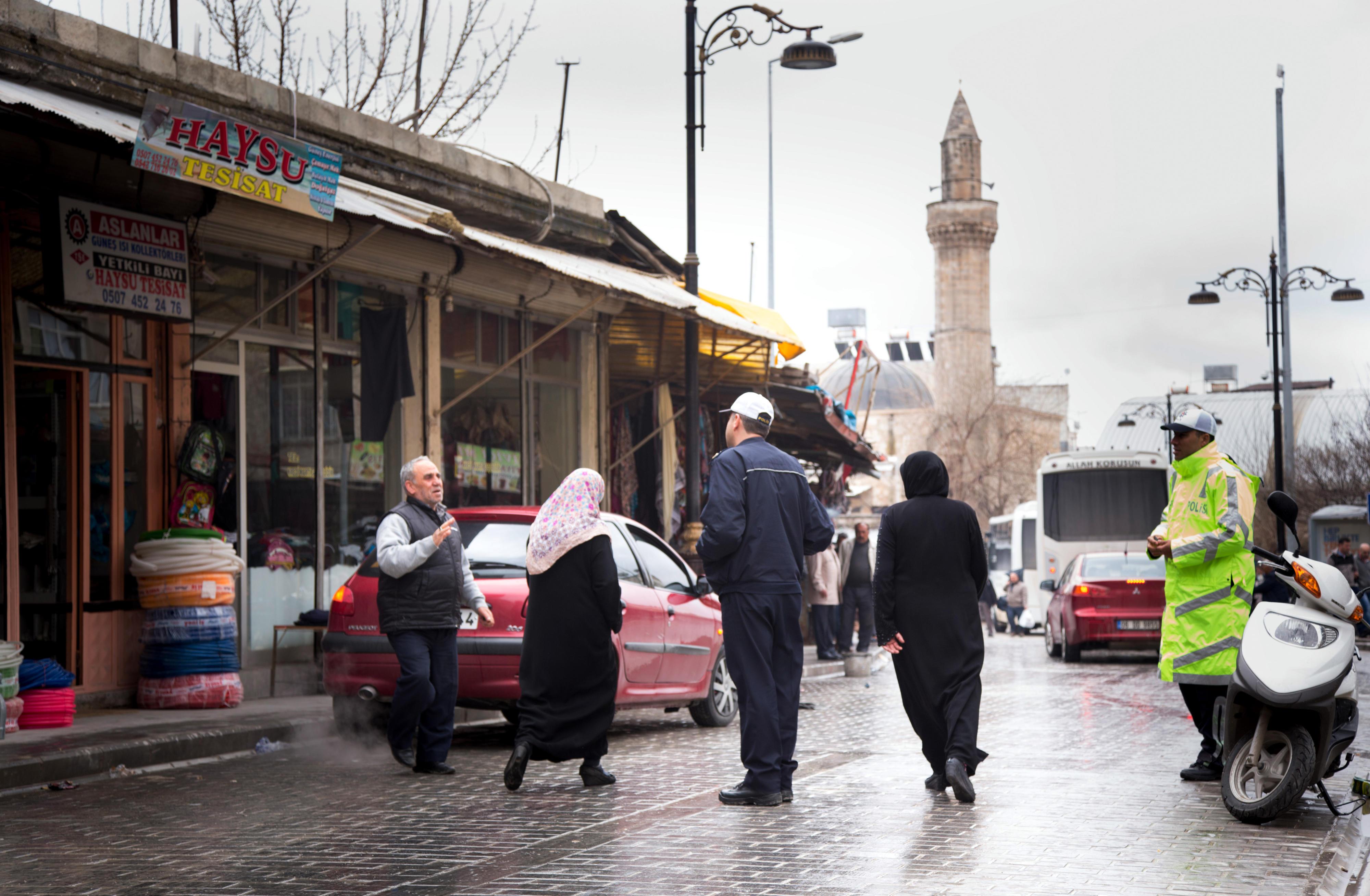Straßenszene in Öncüpinar an der türkisch-syrischen Grenze