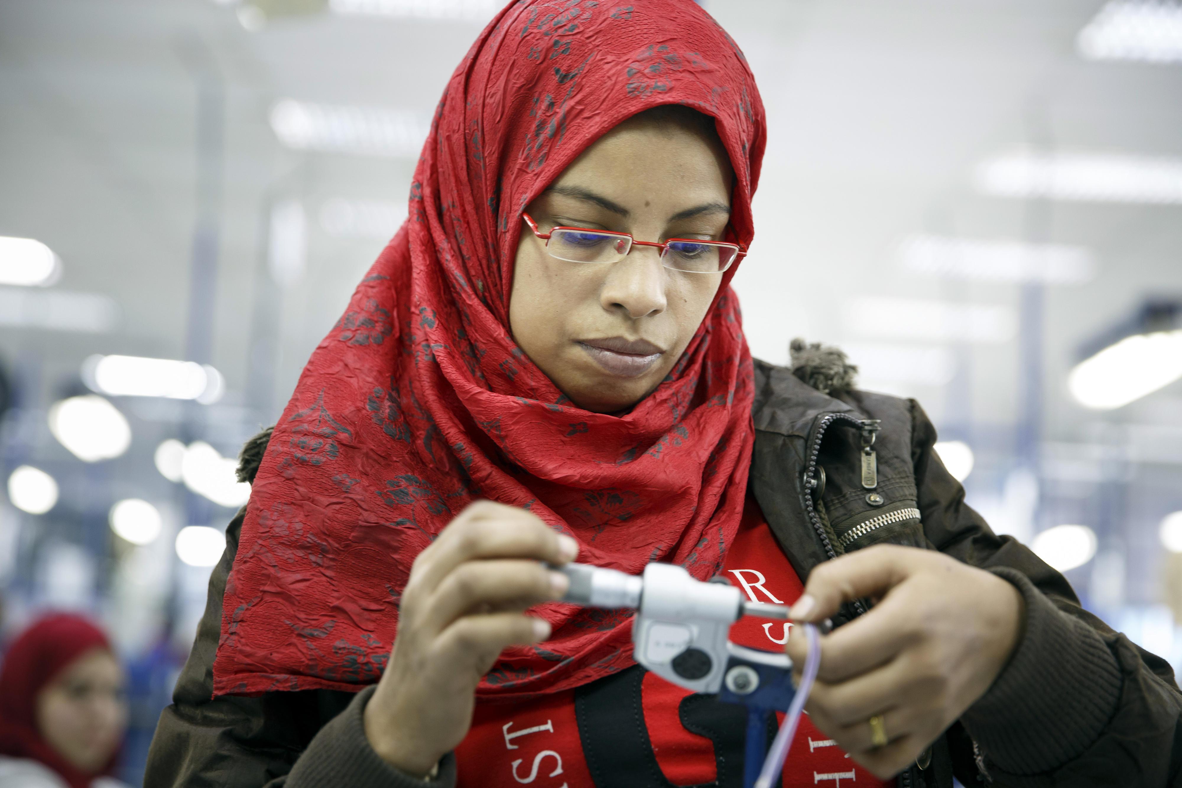 Auszubildende bei der Firma Leoni in Kairo