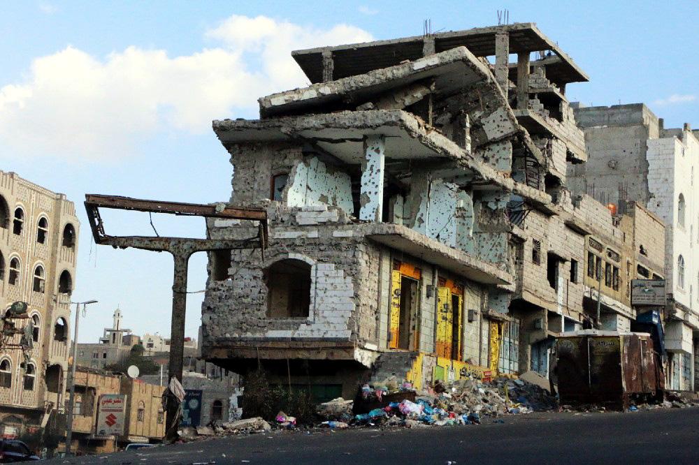 Ein zerstörtes Gebäude in der jemenitischen Großstadt Taiz