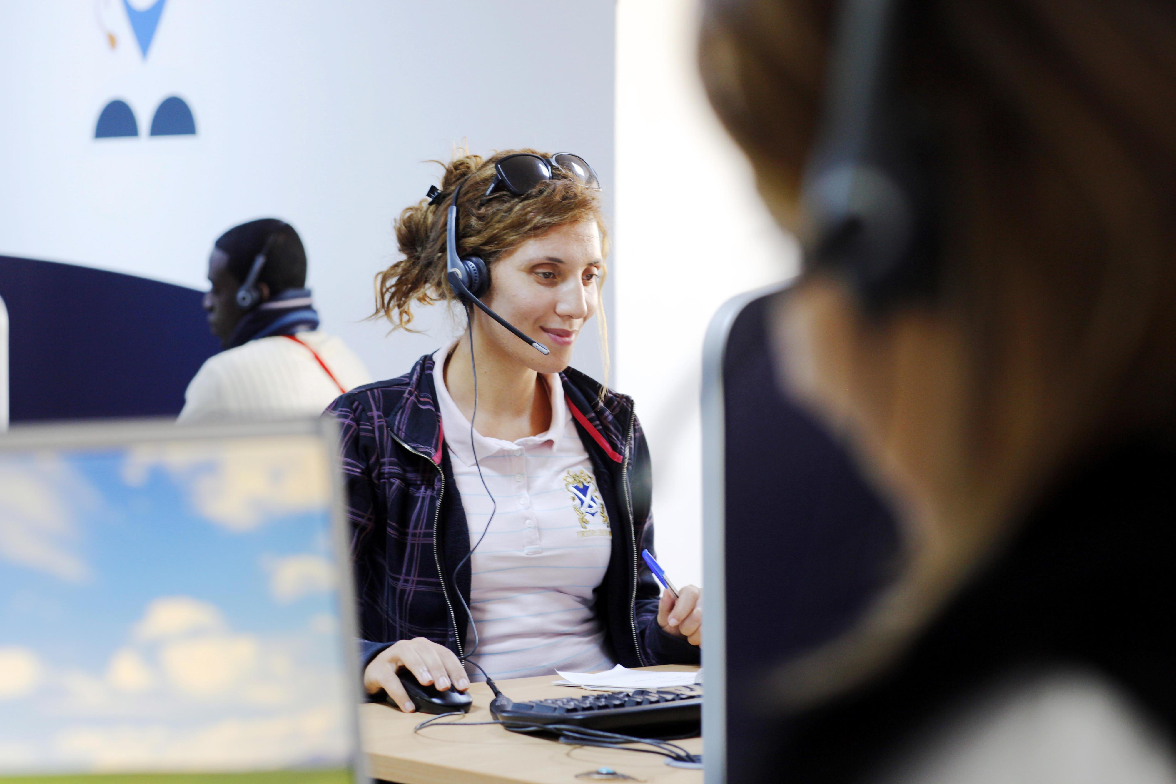 Mitarbeiterin in einem Call Center in Tunis