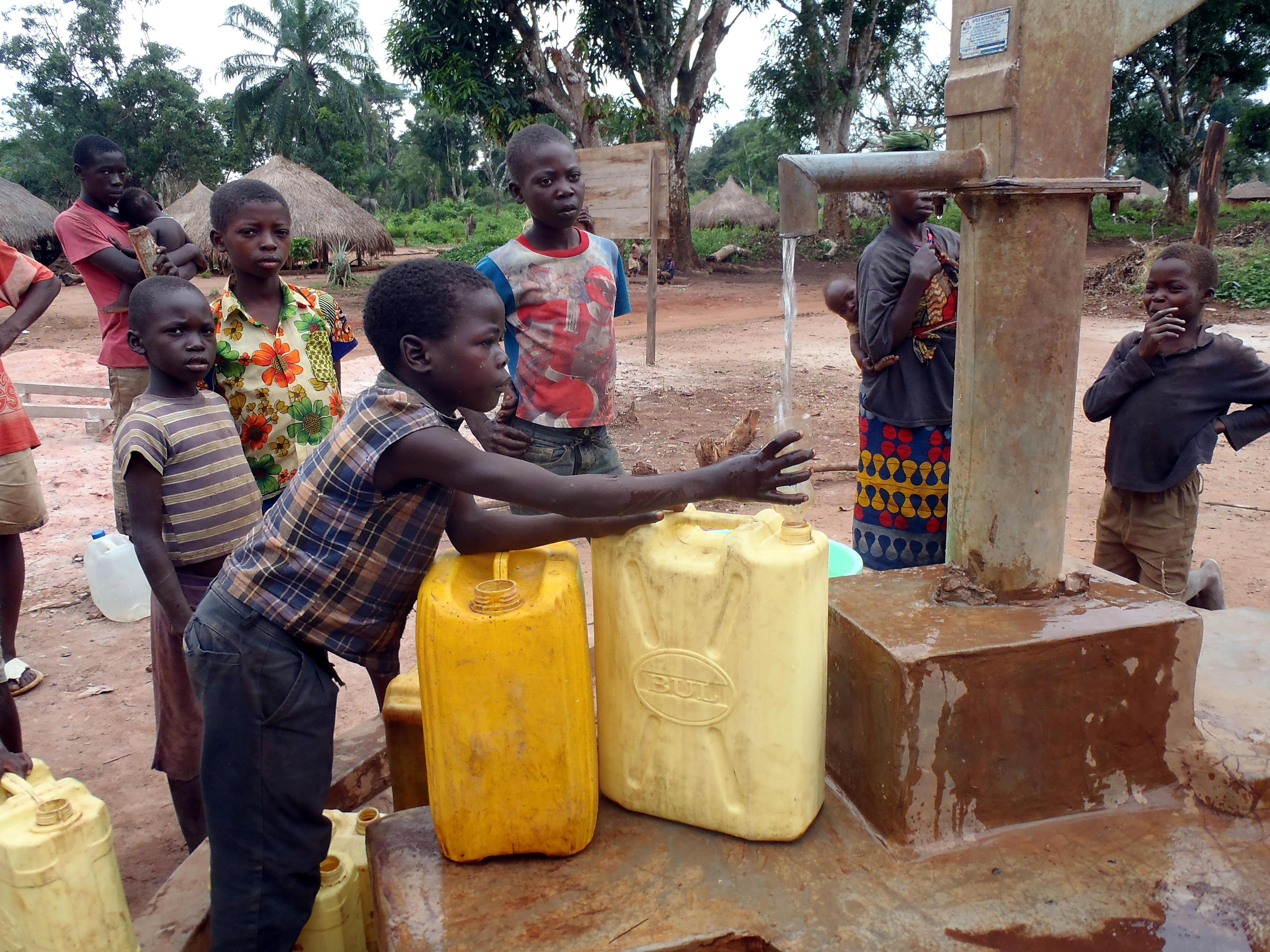 Brunnen mit sauberem Trinkwasser, DR Kongo