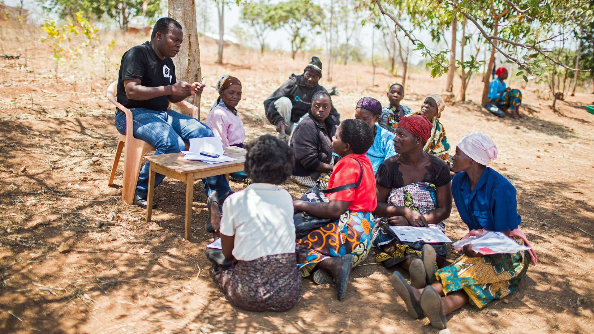 Im Rahmen eines von der KfW geförderten Sozialtransferprogramms werden im Süden von Malawi kleine Summen an extrem arme Menschen ausgezahlt.