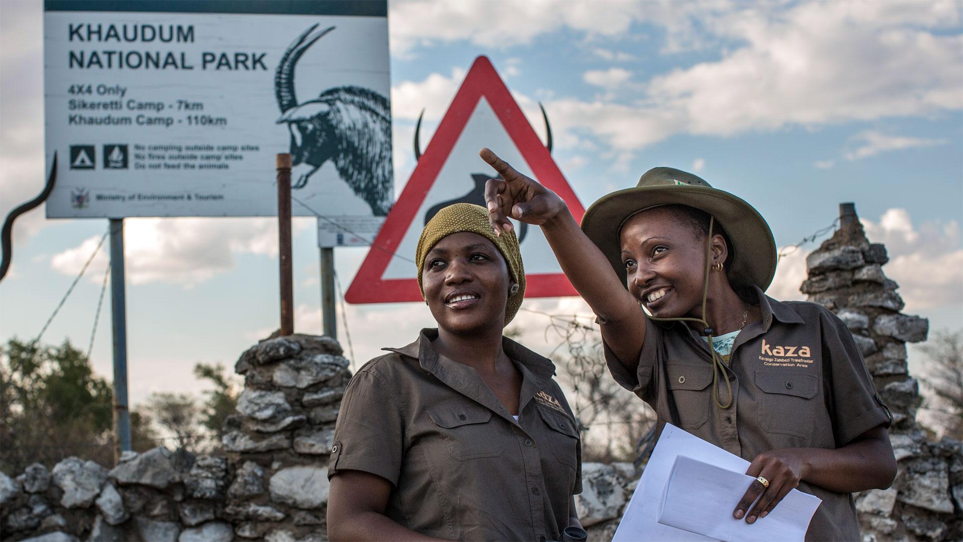 Wildhüterinnen im Khaudum-Nationalpark in Namibia. Der Park ist Teil des grenzübergreifenden Nationalpark-Projektes KAZA, das im Rahmen der deutschen Entwicklungszusammenarbeit gefördert wird.