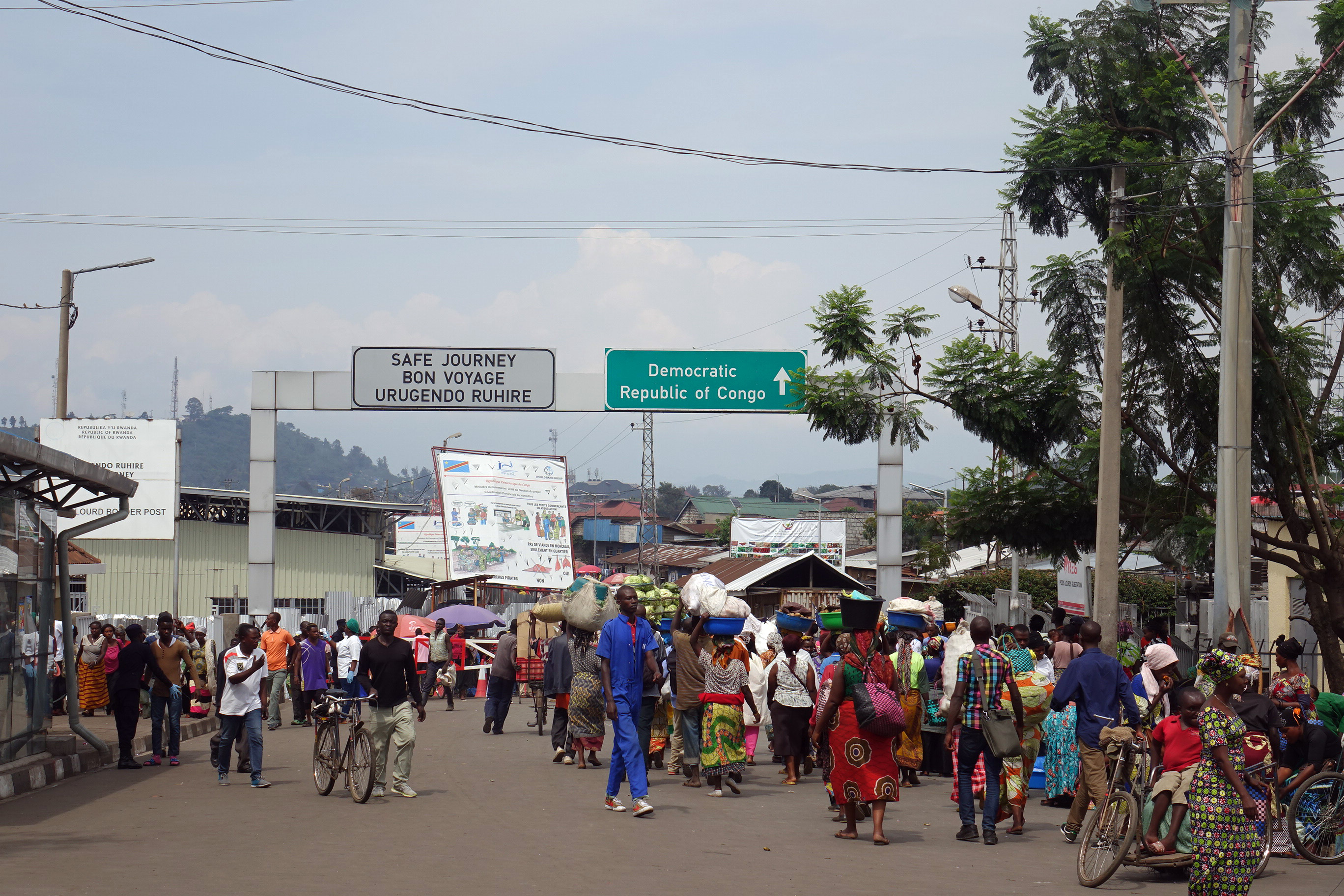 Am Grenzübergang Petite Barrière zwischen Ruanda und der Demokratischen Republik Kongo findet ein reger grenzüberschreitender Handelsaustausch statt.