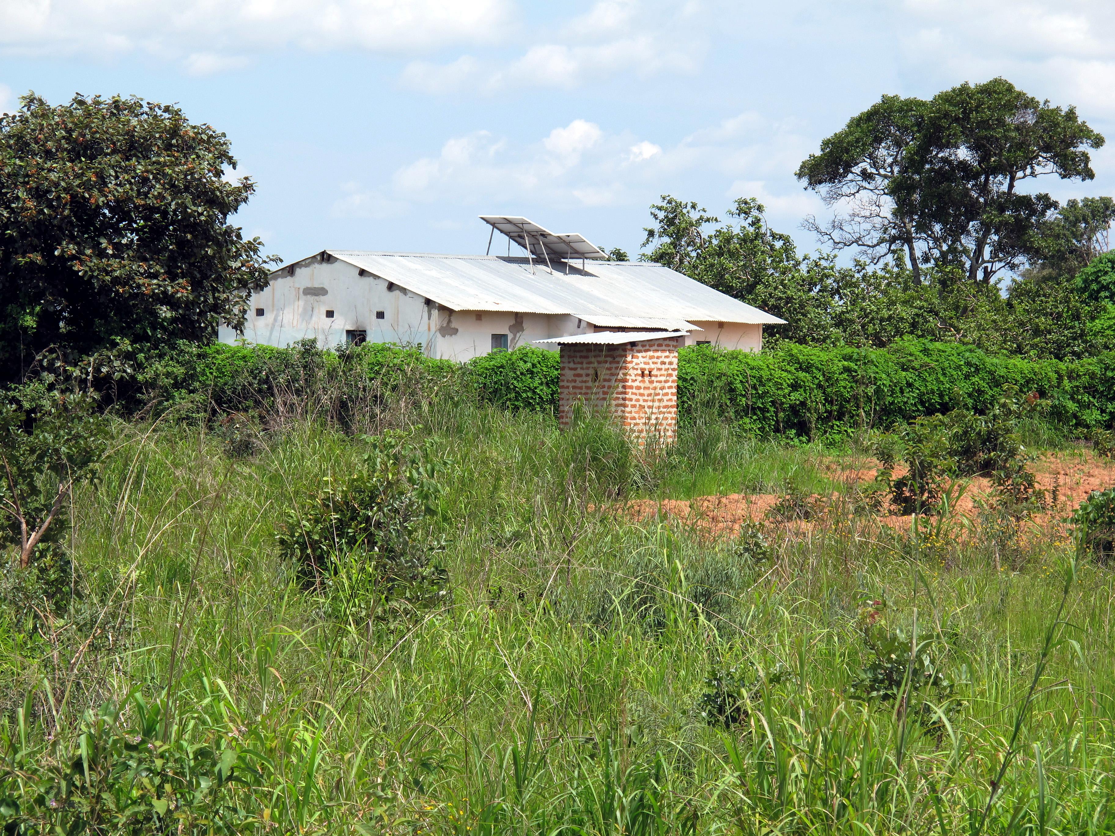 Solaranlage auf einen Gebäude im ländlichen Sambia