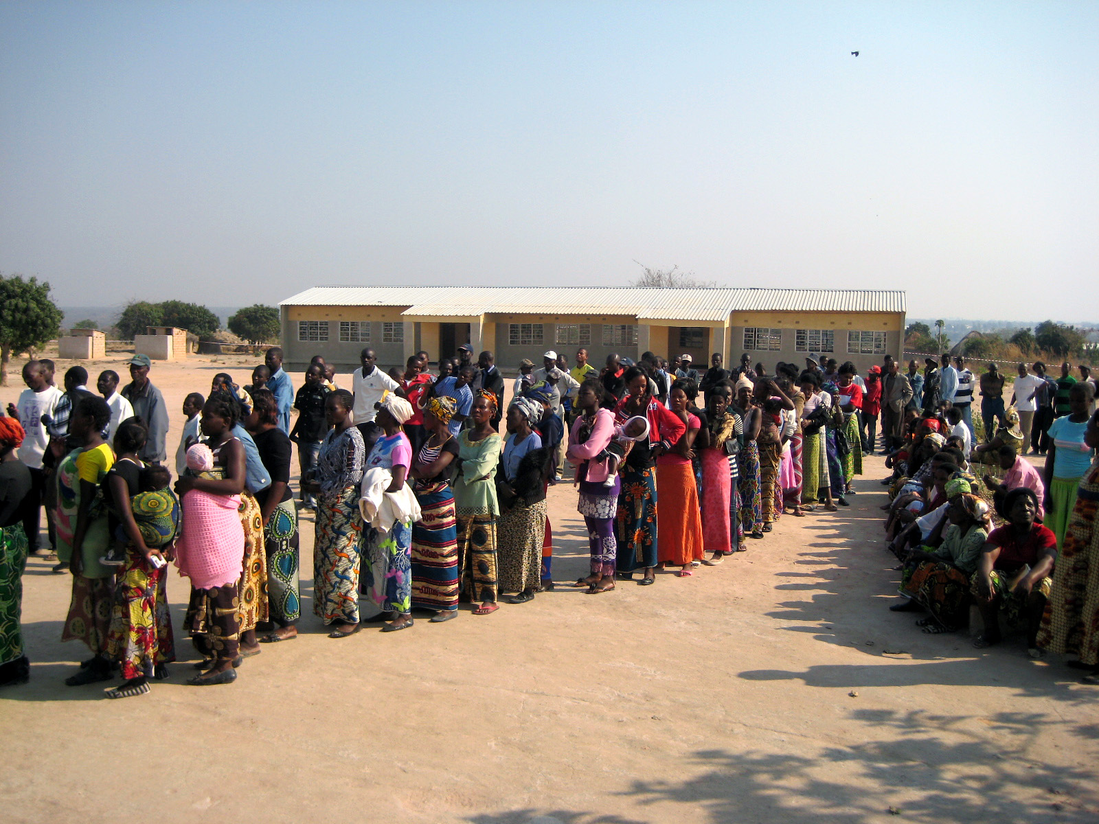 Wählerinnen und Wähler bei den Präsidentschaftswahlen 2011 in Sambia