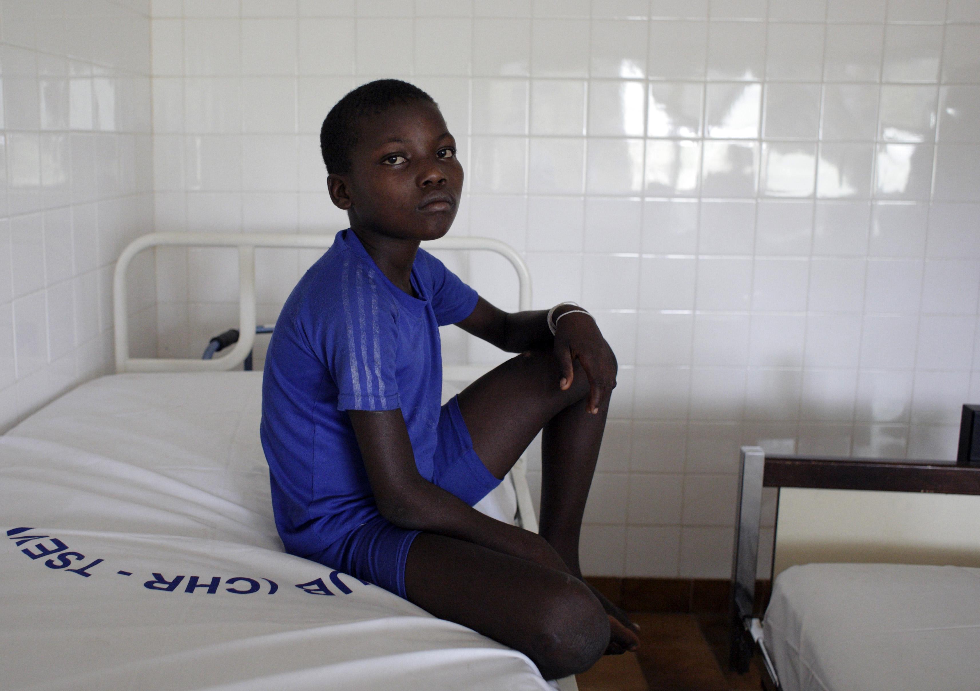 Kind in einem Krankenhaus in Togo