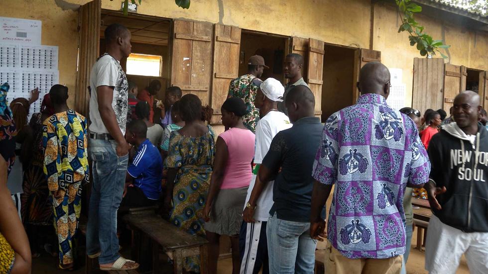 Wähler in Togo bei den Parlamentswahlen 2013