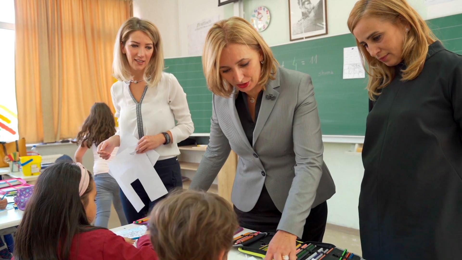 """Standbild aus dem Video """"Kosovo: Durch Bildung die Karriereleiter aufsteigen"""""""