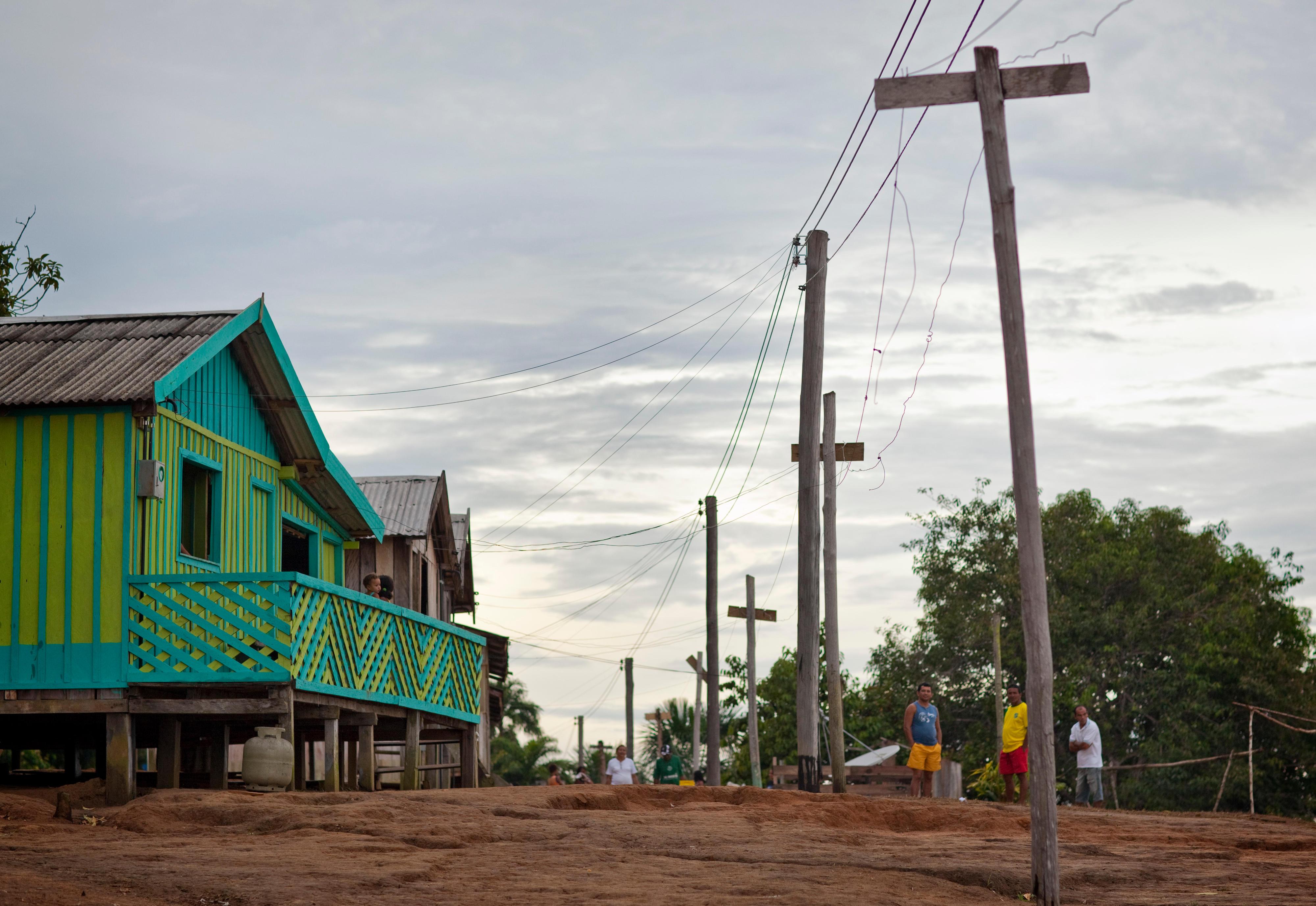 Siedlung am Ufer des Rio Negro in Brasilien