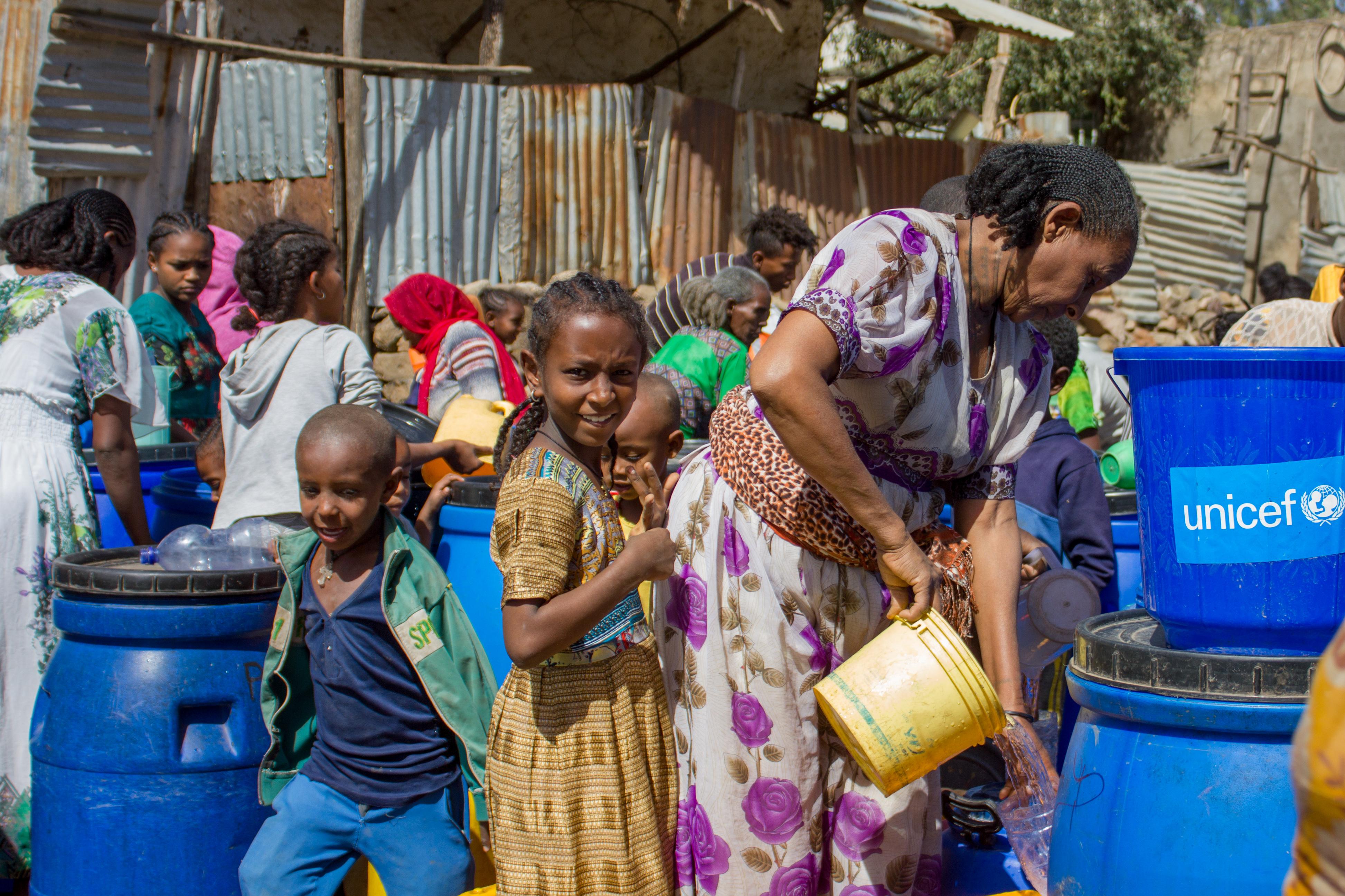 UNICEF verteilt Hygieneprodukte an Binnenvertriebene in der Shire-Sekundarschule in der Region Tigray in Äthiopien.