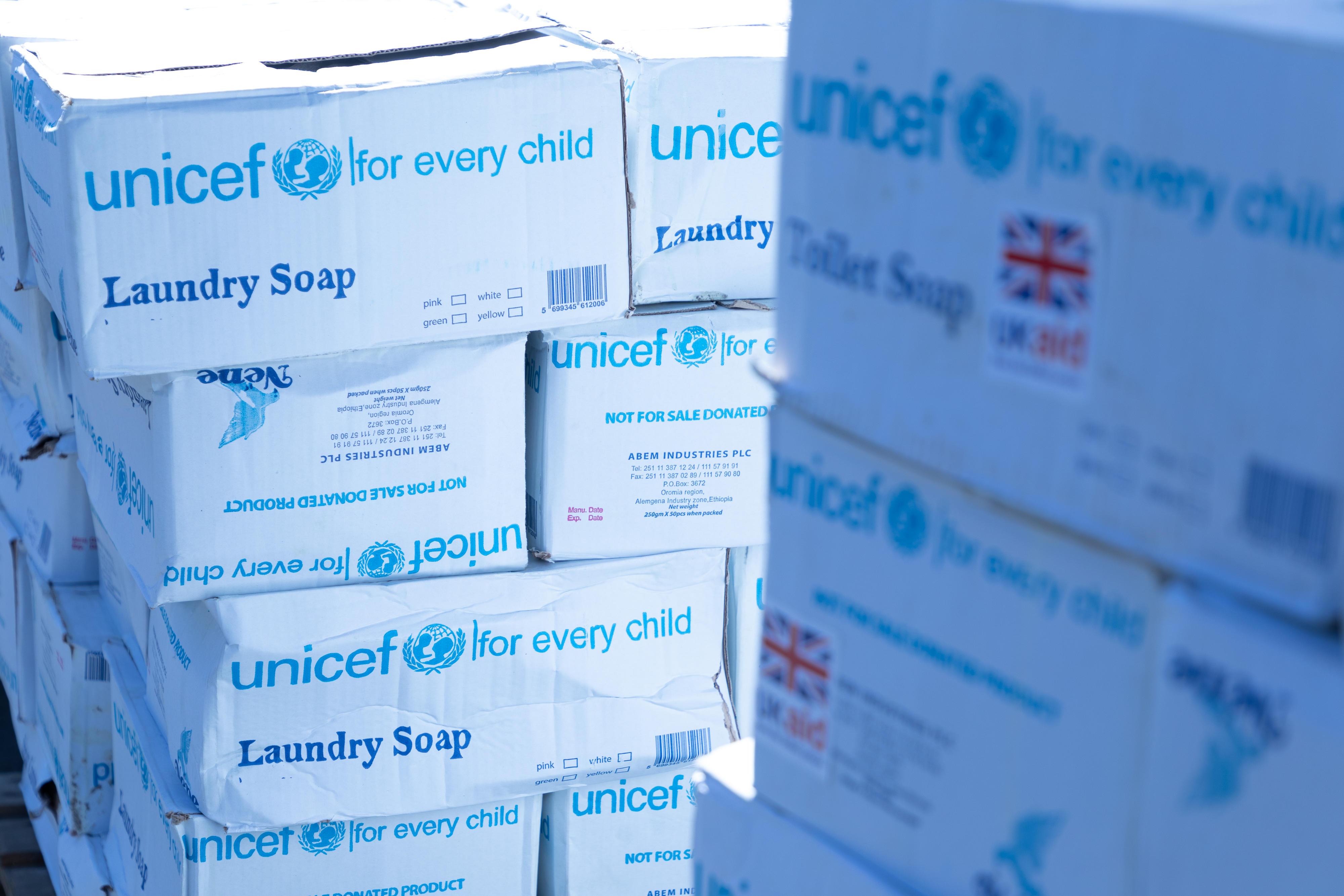 UNICEF Äthiopien verteilt lebenswichtige Hilfsgüter für Gesundheit, Ernährung, sanitäre Einrichtungen und Hygiene in der Region Tigray.