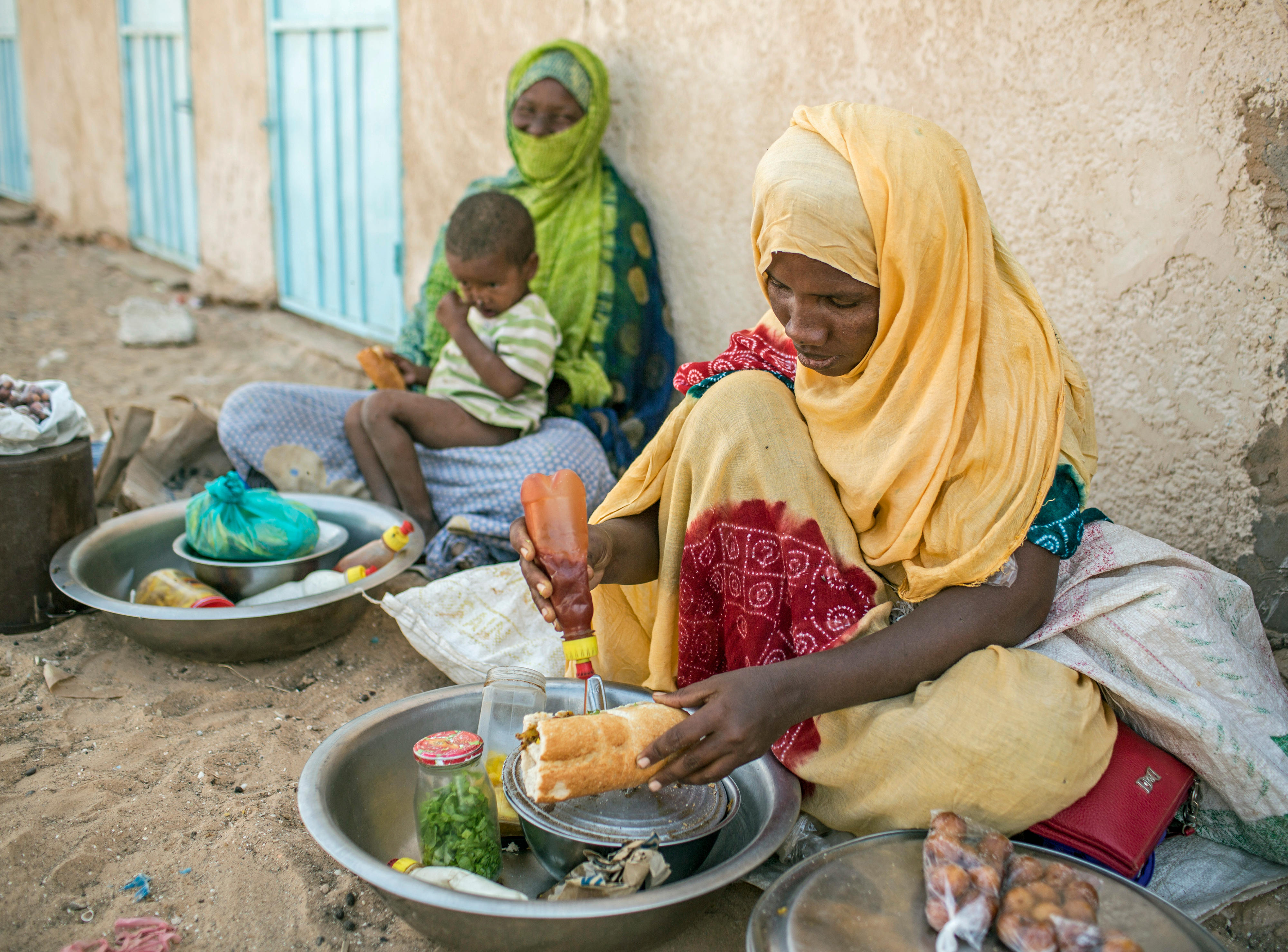 Straßenverkäuferinnen in Ouad Naga, Mauretanien