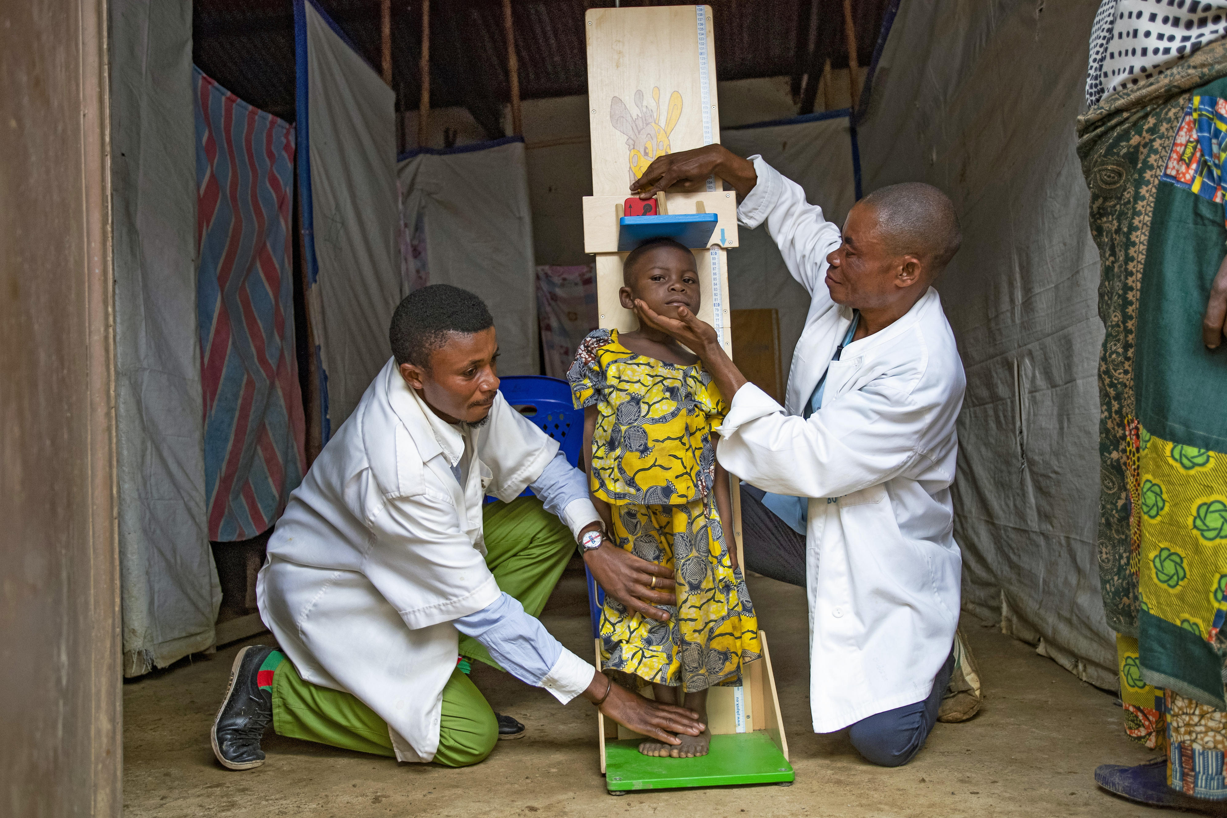 Die achtjährige Faraja profitiert von dem gemeinsamen Projekt von UNICEF, FAO und WFP, das gefährdete Bevölkerungsgruppen in den konfliktreichen Provinzen Nord- und Süd-Kivu (Demokratische Republik Kongo) unterstützt.