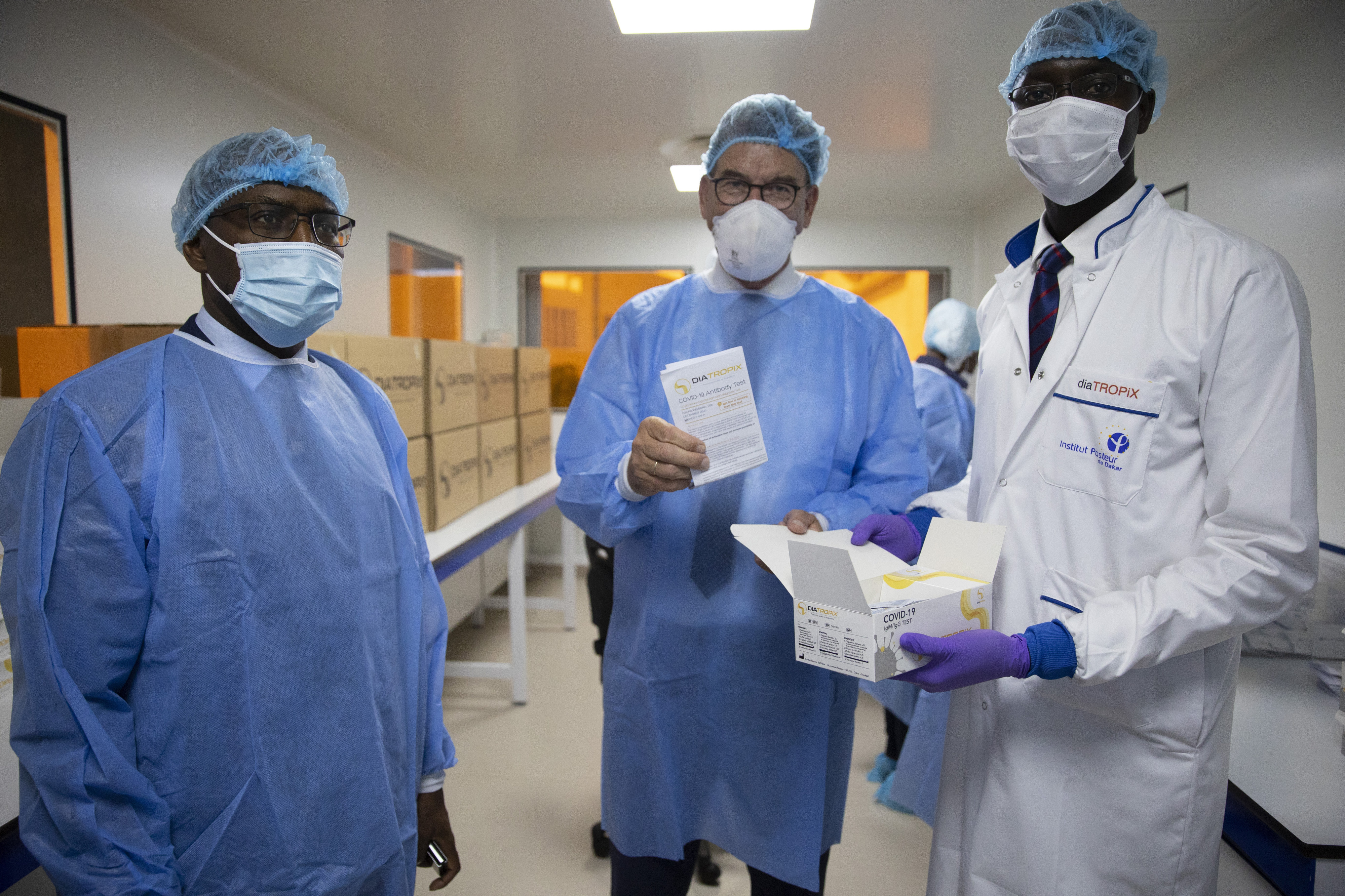 Bundesentwicklungsminister Gerd Müller hat am 17. Juni 2021 das Institut Pasteur de Dakar besucht, umGespräche über eine künftige Produktion von Corona-Impfstoffen zu führen.