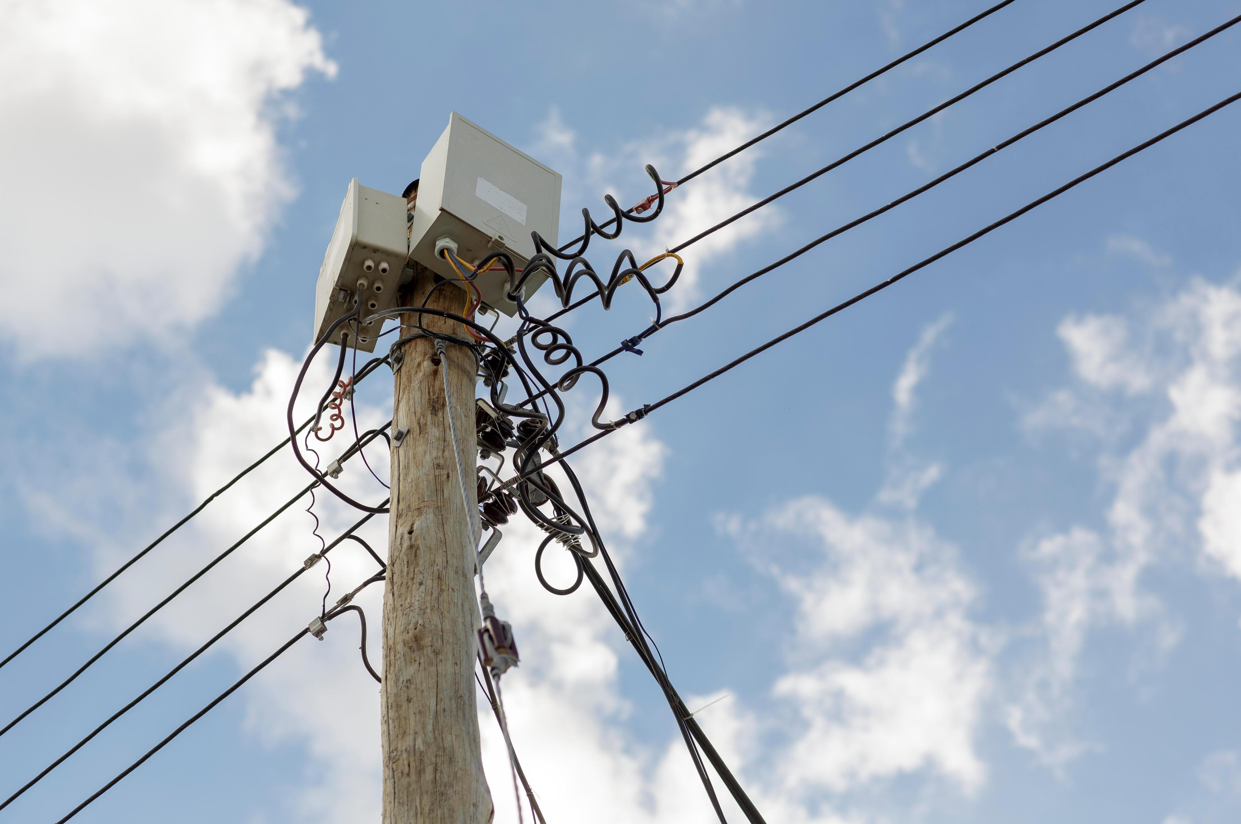 Stromleitung in Kenia