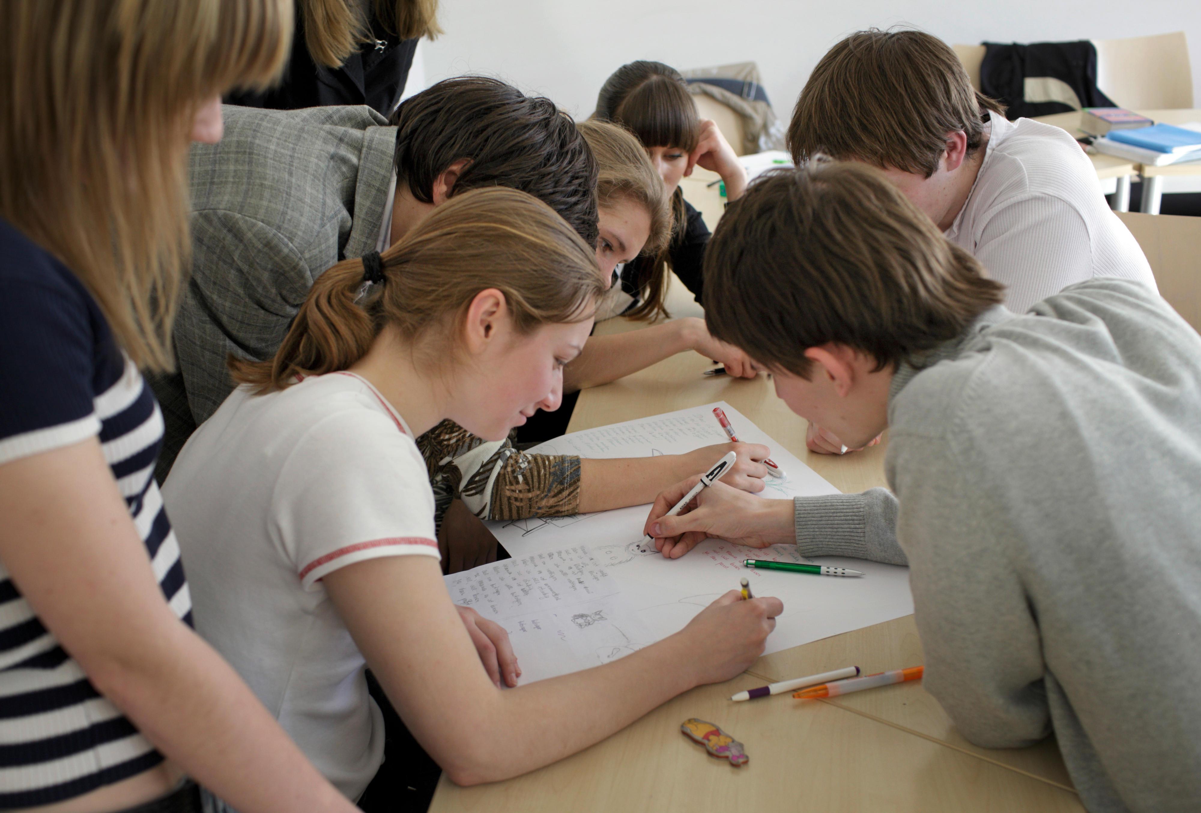 Schülerinnen und Schüler in der Ukraine