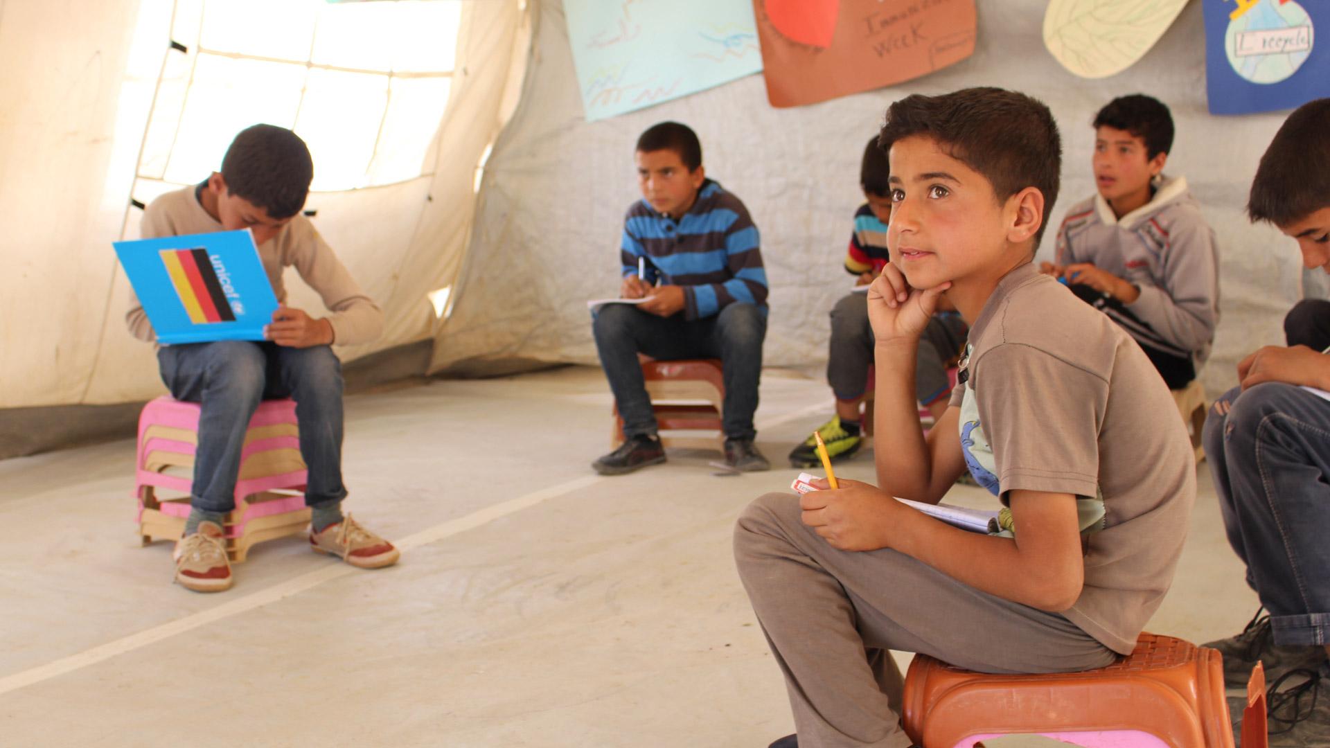 """Die UNICEF-Initiative """"No lost generation"""" will durch Bildungsangebote und psychosoziale Hilfe verhindern, dass in Syrien eine """"verlorene Generation"""" heranwächst, die nur Krieg und Zerstörung erlebt hat."""