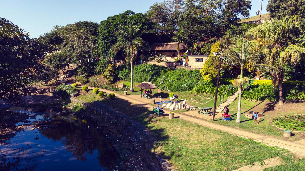 Ein Flusslauf in Durban, Südafrika