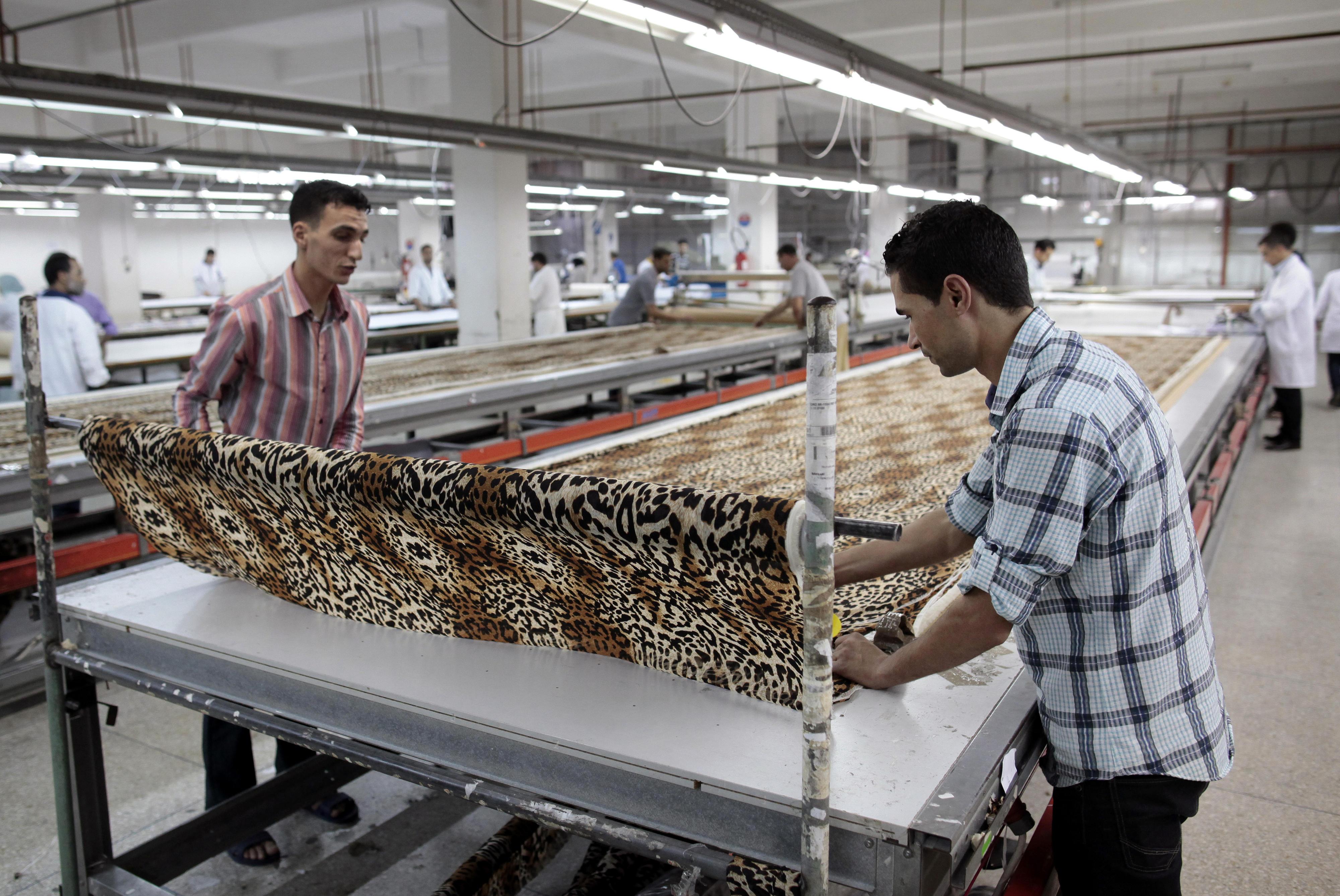Mitarbeiter in einer Textilfabrik in Marokko, die ein duales Ausbildungssystem nach deutschem Vorbild anbietet